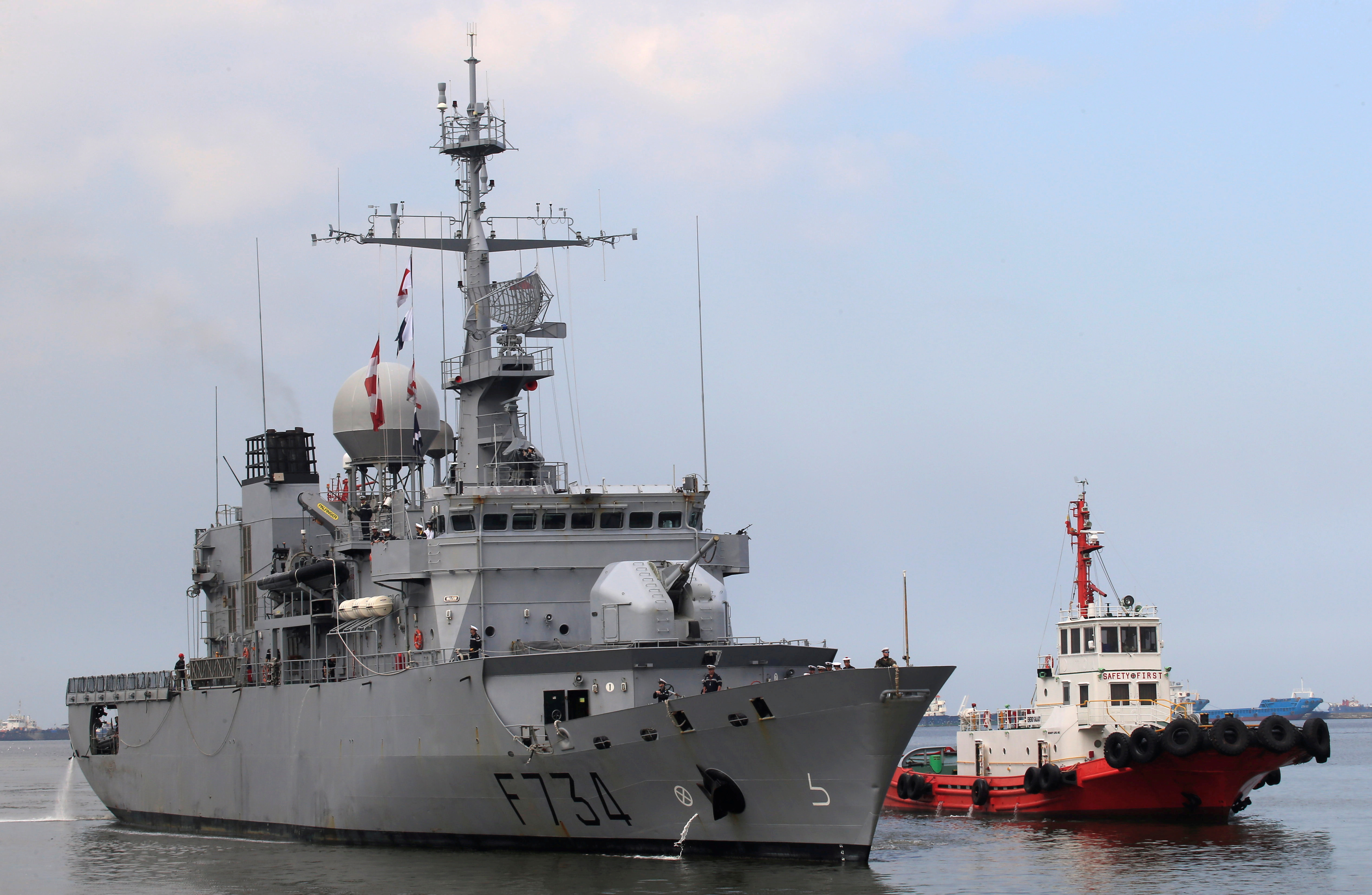 A tugboat escorts French Navy ship Vendemiaire (F734), a Floreal-classlight surveillance frigate of the French Marine Nationale, upon its arrival for a five-day goodwill visit at a port in Metro Manila, Philippines, March 12, 2018.   REUTERS/Romeo Ranoco/File Photo