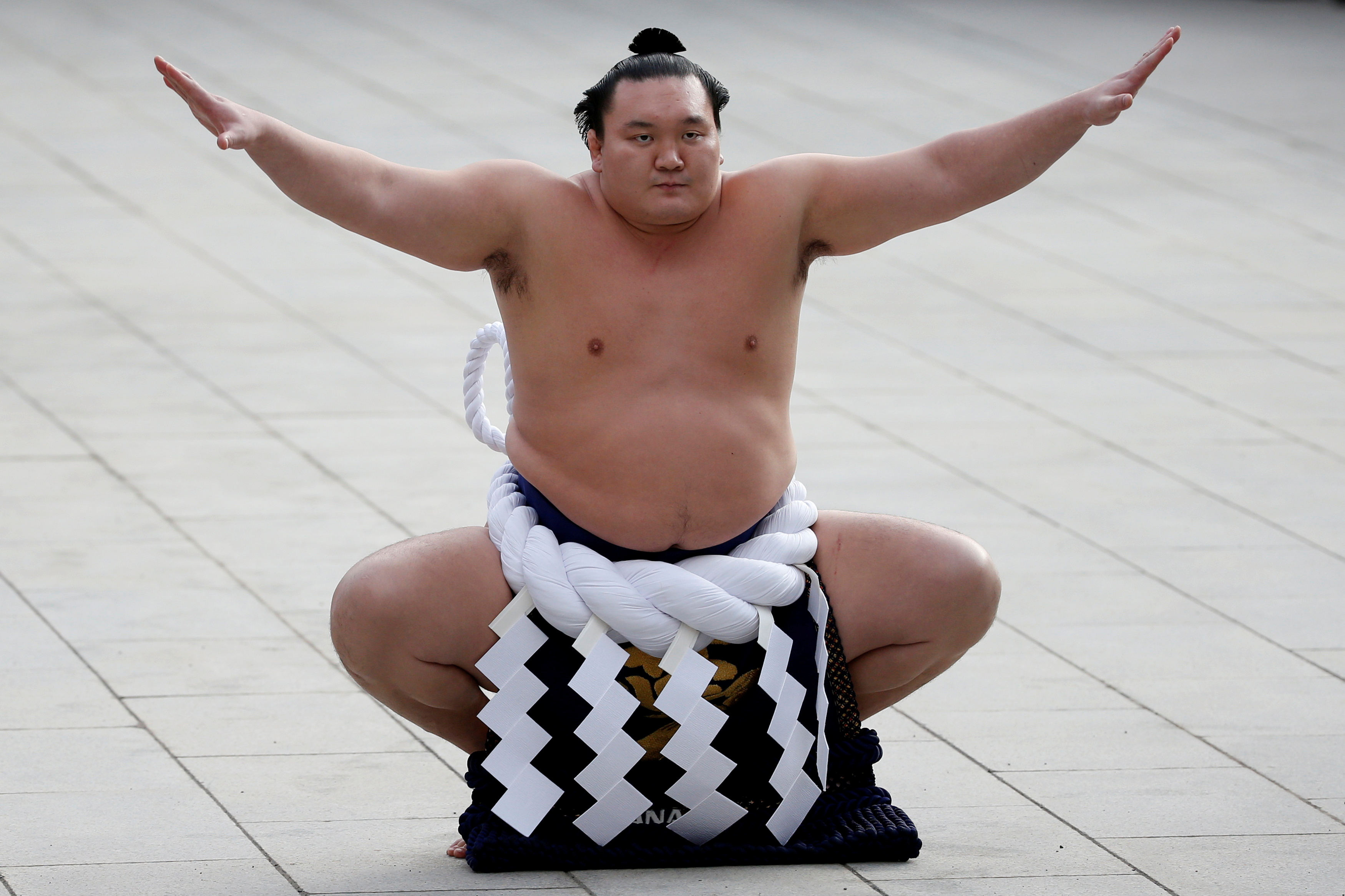 Top-ranked Hakuho intends to retire - NHK | Reuters