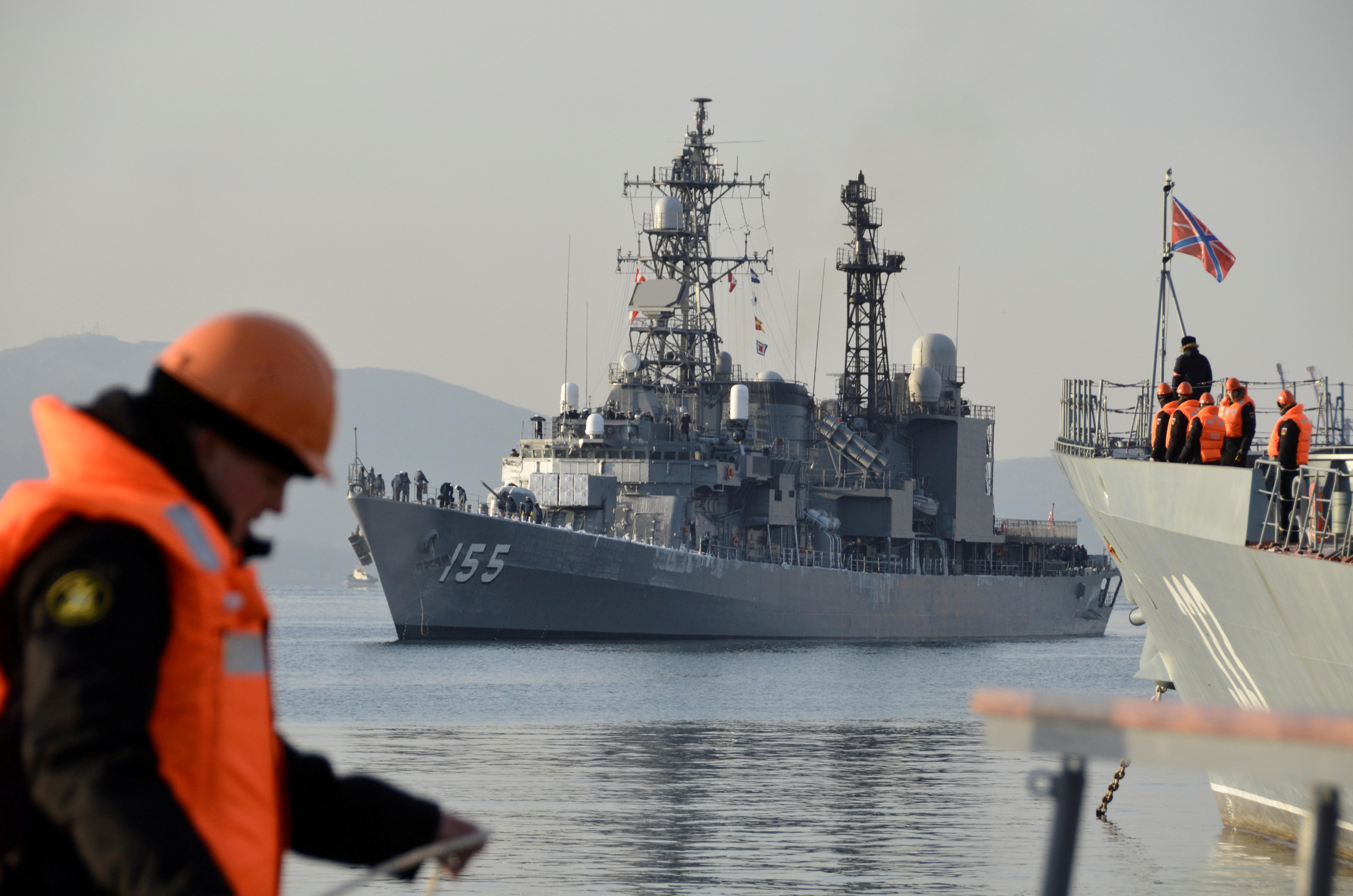 Japanese Maritime Self Defense Force's Asagiri-class destroyer Hamagiri arrives in the far eastern city of Vladivostok, Russia November 20, 2017. REUTERS/Yuri Maltsev/File Photo