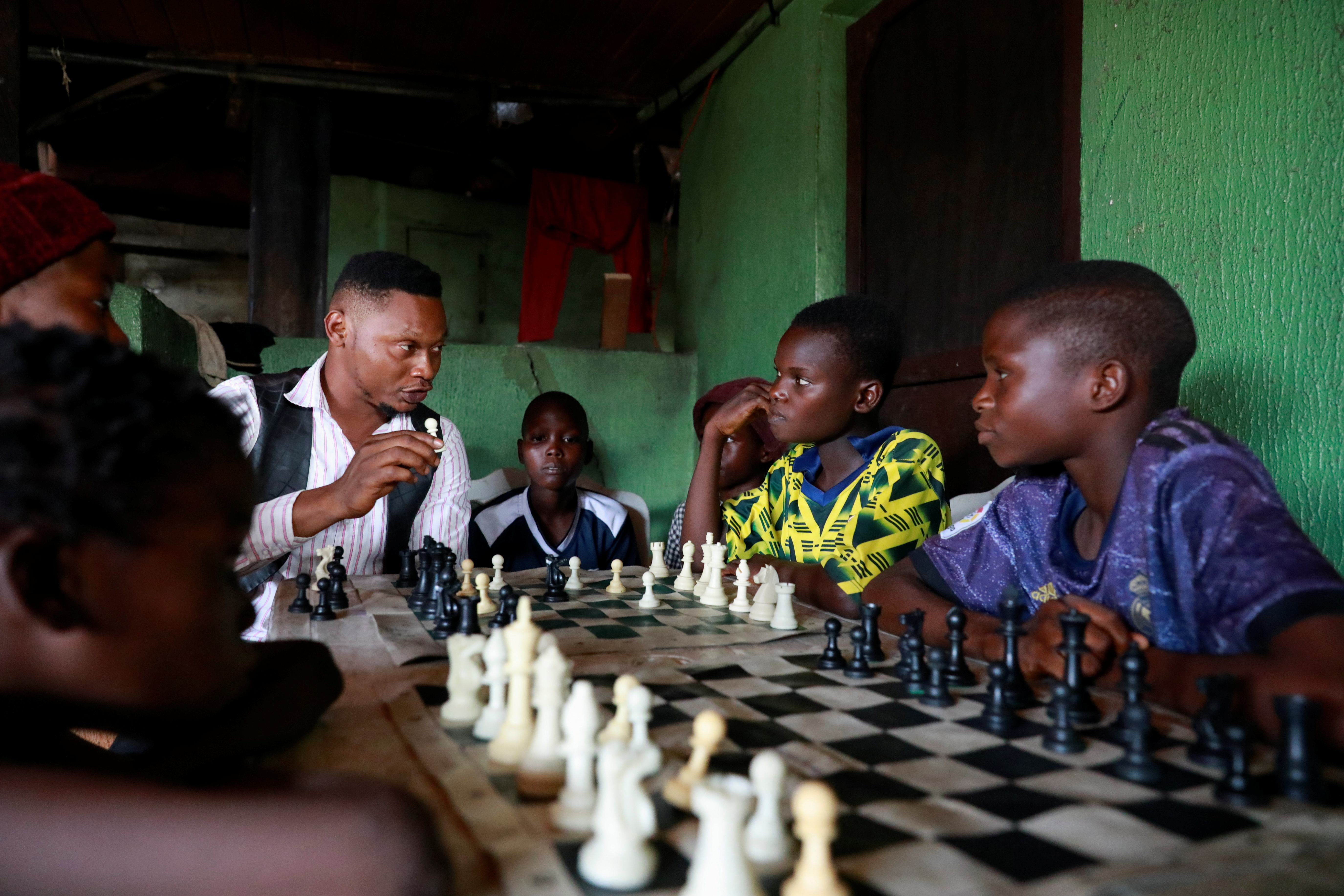 A chess tutor teaches children chess at a community palace in Makoko, Lagos, Nigeria May 5, 2021.  REUTERS/Temilade Adelaja