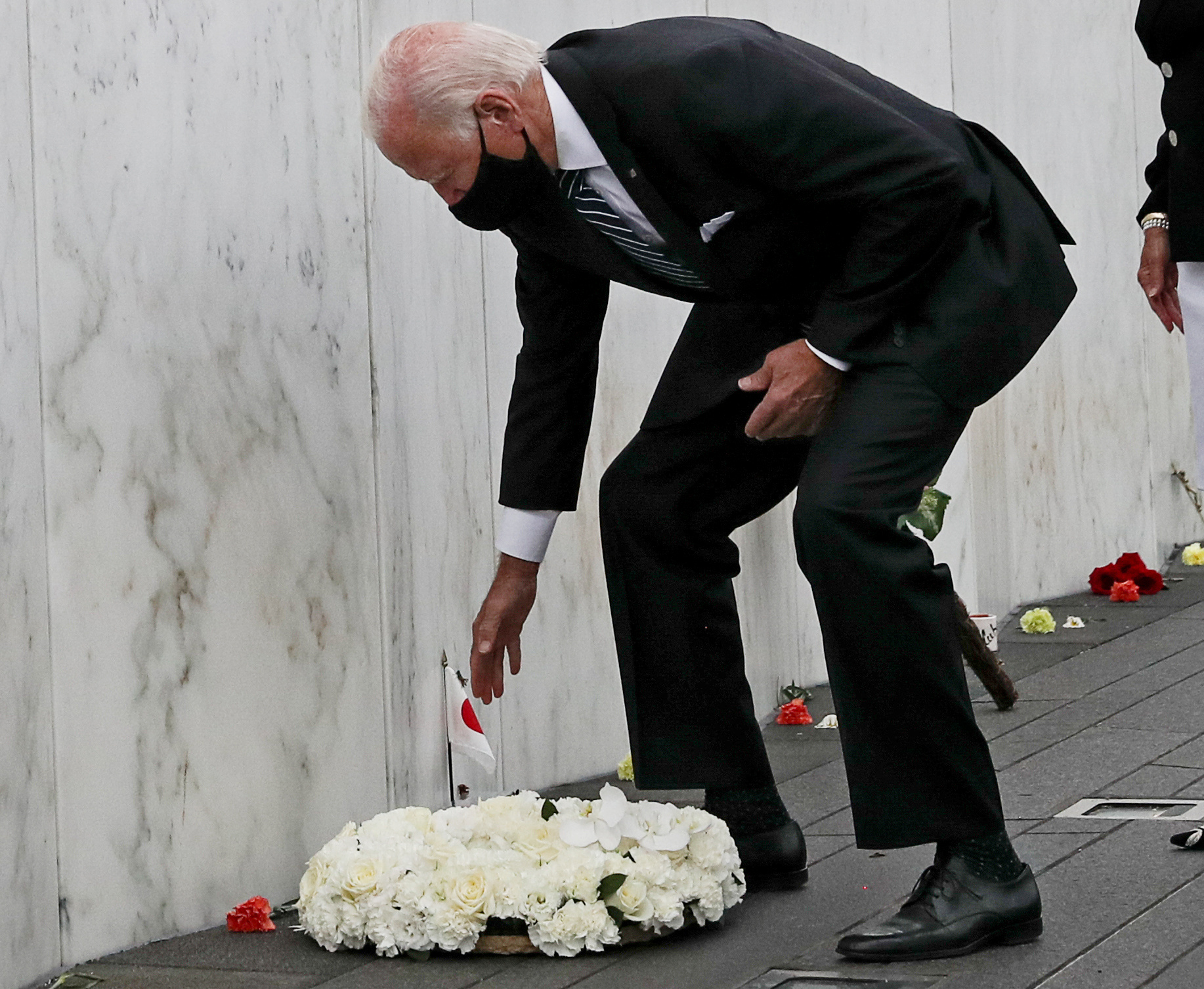 Democratic U.S. presidential nominee and former Vice President Joe Biden lays a wreath during a visit to the Flight 93 National Memorial to those killed when hijacked Flight 93 crashed into an open field on September 11, 2001, in Stoystown, Pennsylvania, September 11, 2020. REUTERS/Leah Millis
