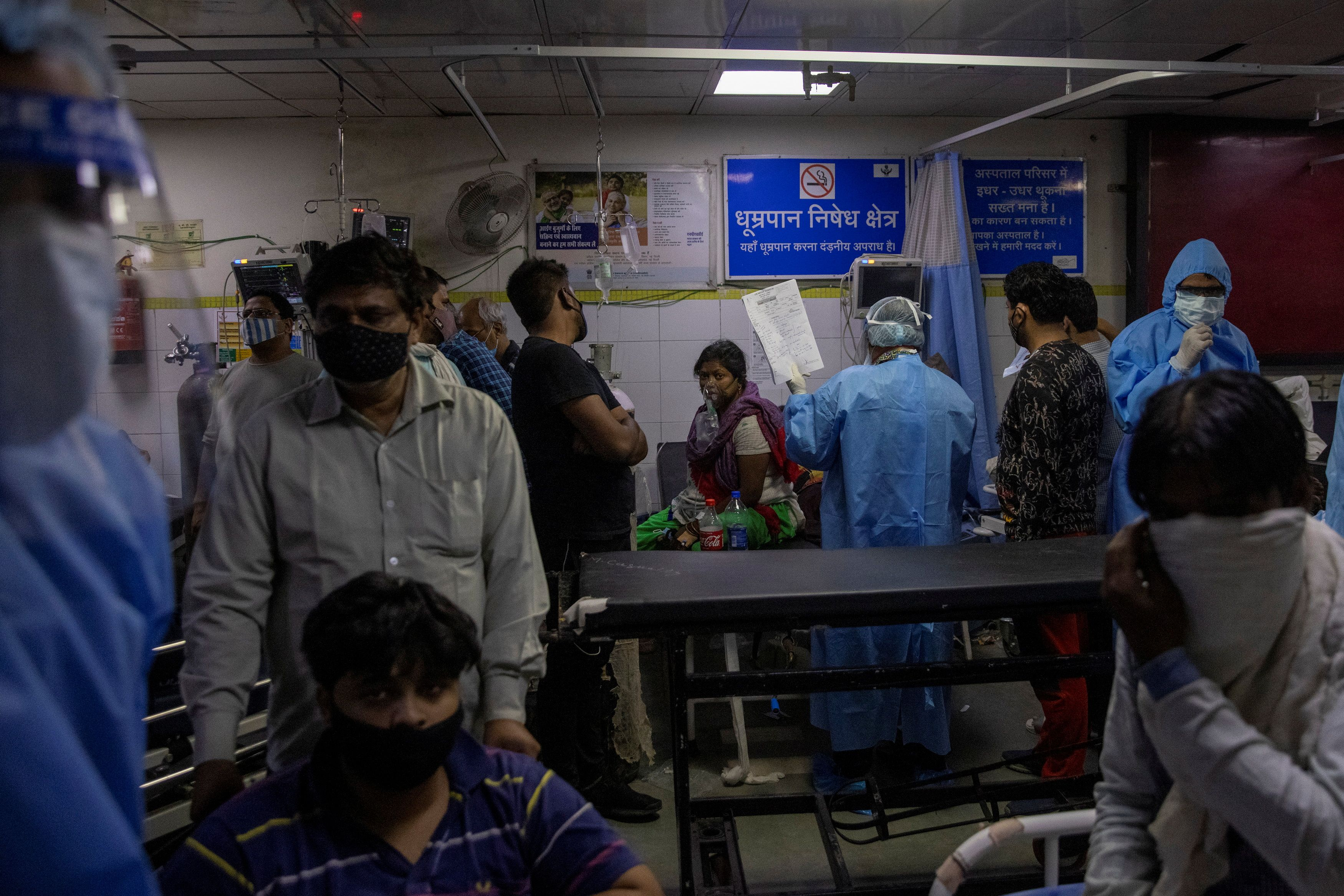 Patients suffering from the coronavirus disease (COVID-19) get treatment at the casualty ward in Lok Nayak Jai Prakash (LNJP) hospital, amidst the spread of the disease in New Delhi, India April 15, 2021. REUTERS/Danish Siddiqui