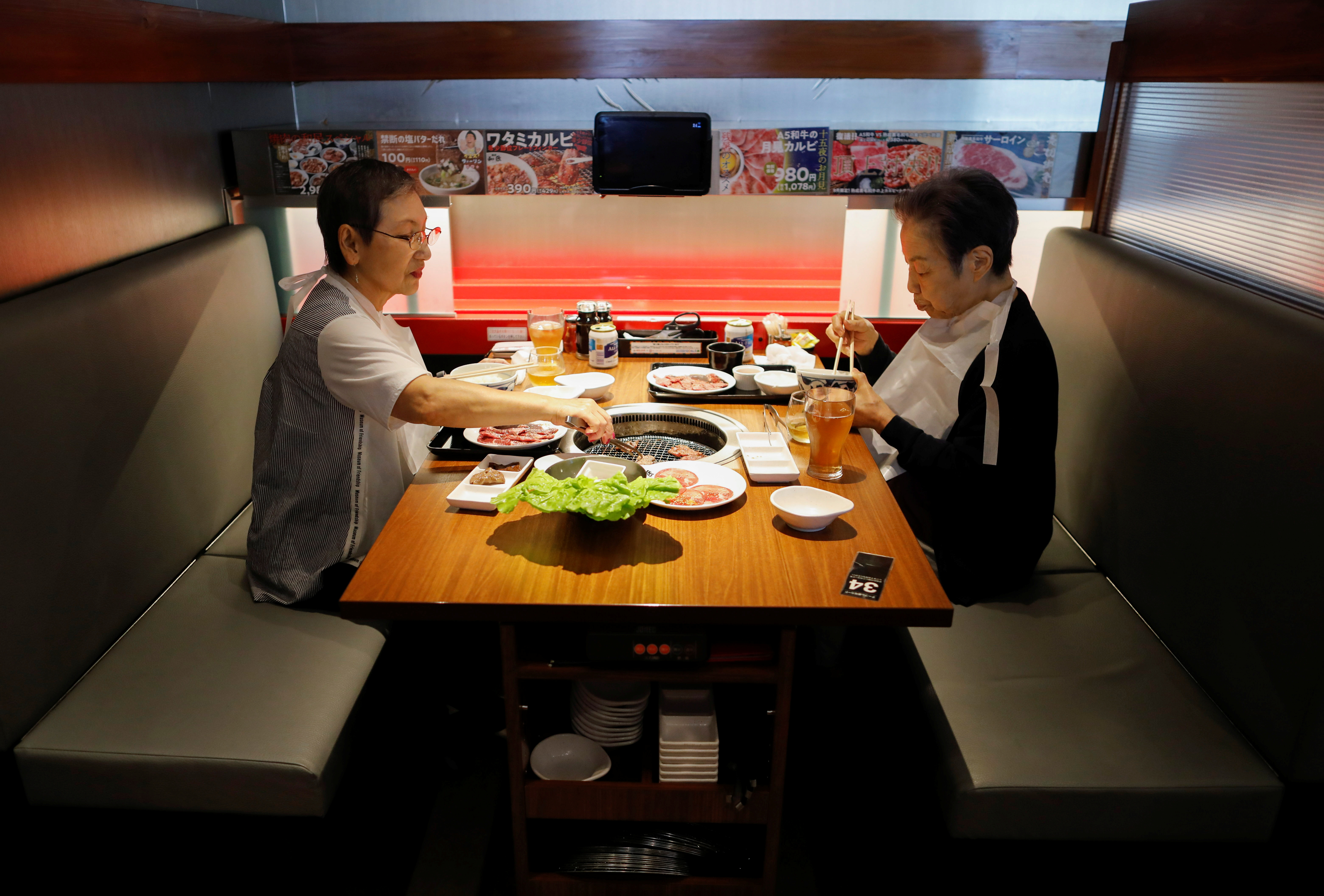 Customers have lunch at the yakiniku barbecue restaurant named 'Yakiniku no Watami', operated by Watami Co., in Tokyo, Japan September 17, 2021. Picture taken September 17, 2021.  REUTERS/Issei Kato