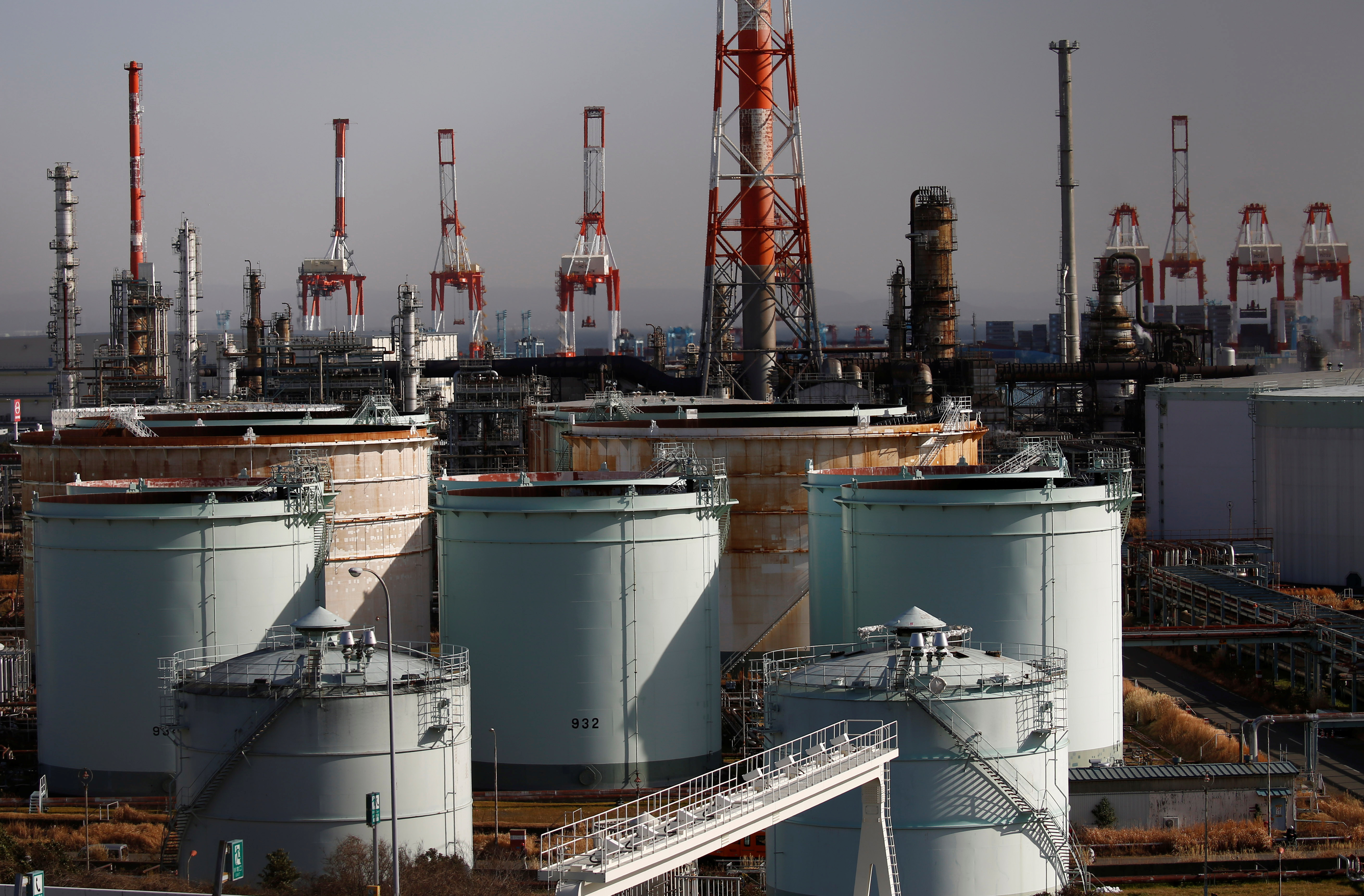 JX Nippon Oil & Energy Corp's refinery is pictured in Yokohama, Japan February 7, 2017. REUTERS/Kim Kyung-Hoon