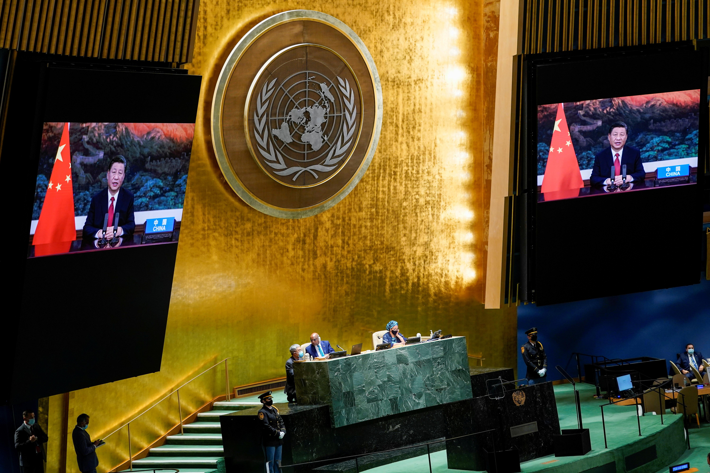 Chinese president Xi Jinping praat op 'n afstand tydens die 76ste sessie van die Algemene Vergadering by die VN-hoofkwartier in New York op 21 September 2021. Mary Altaffer/Pool via REUTERS