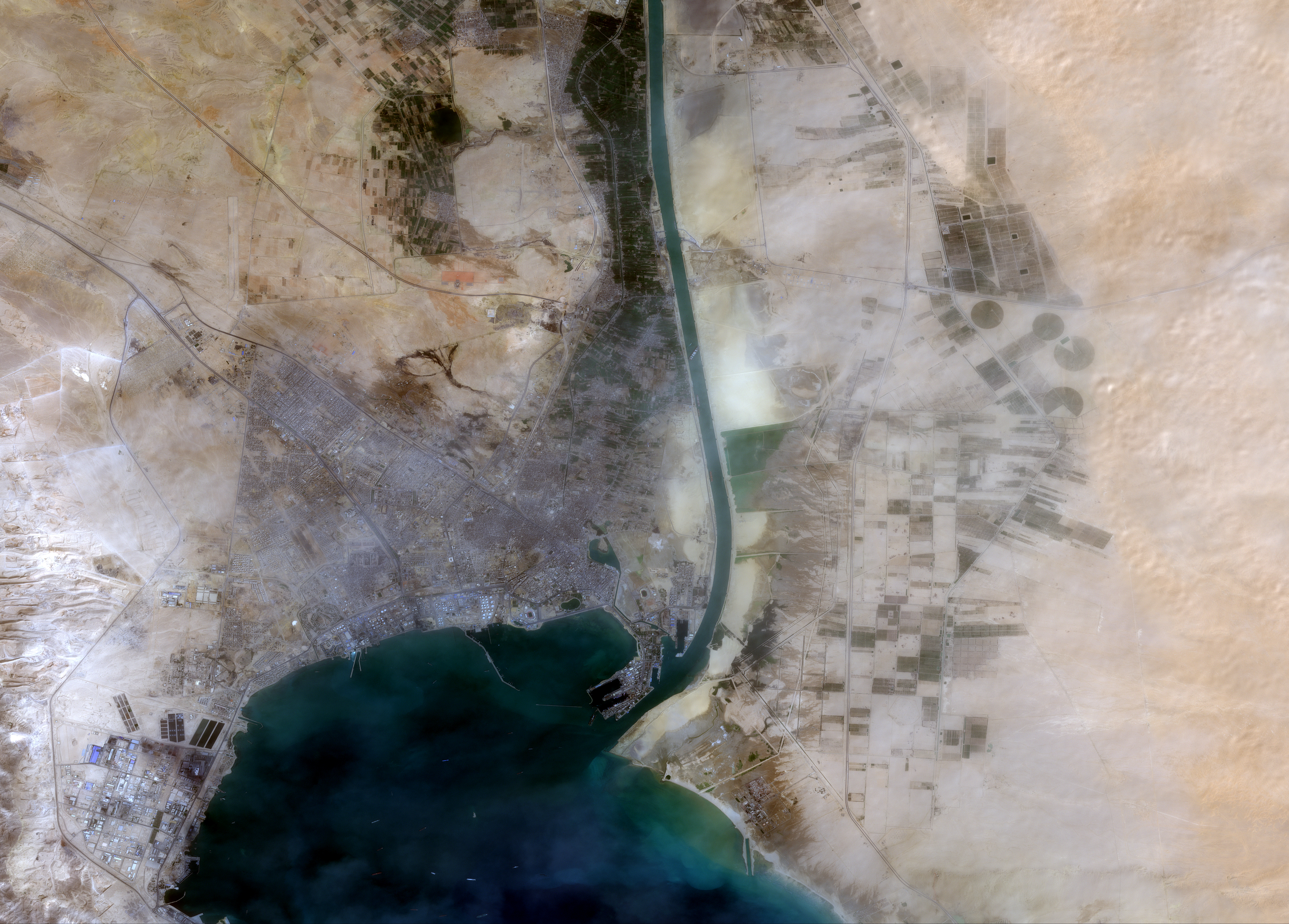 The 400-meter, 224,000-tonne Ever Given container ship, leased by Taiwan's Evergreen Marine Corp, is seen blocking the Suez Canal in this European Space Agency Copernicus Sentinel-2 satellite Image distributed courtesy of Maxar Technologies taken March 24, 2021. European Space Agency Copernicus Sentinel-2 Satellite Image /via Maxar Technologies/Handout via REUTERS