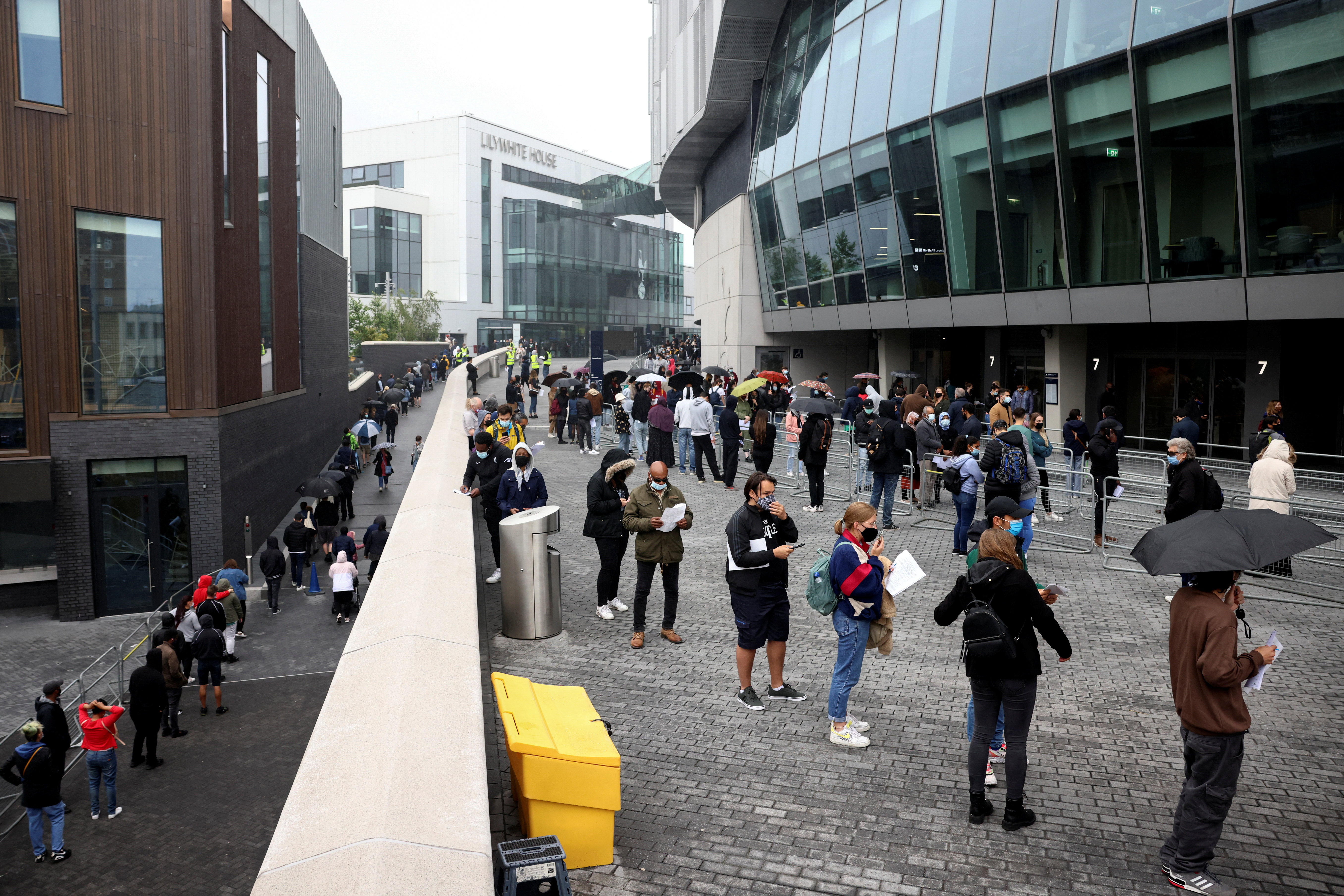 People queue outside a mass vaccination centre for those aged 18 and over at the Tottenham Hotspur Stadium, amid the coronavirus disease (COVID-19) pandemic, in London, Britain, June 20, 2021. REUTERS/Henry Nicholls