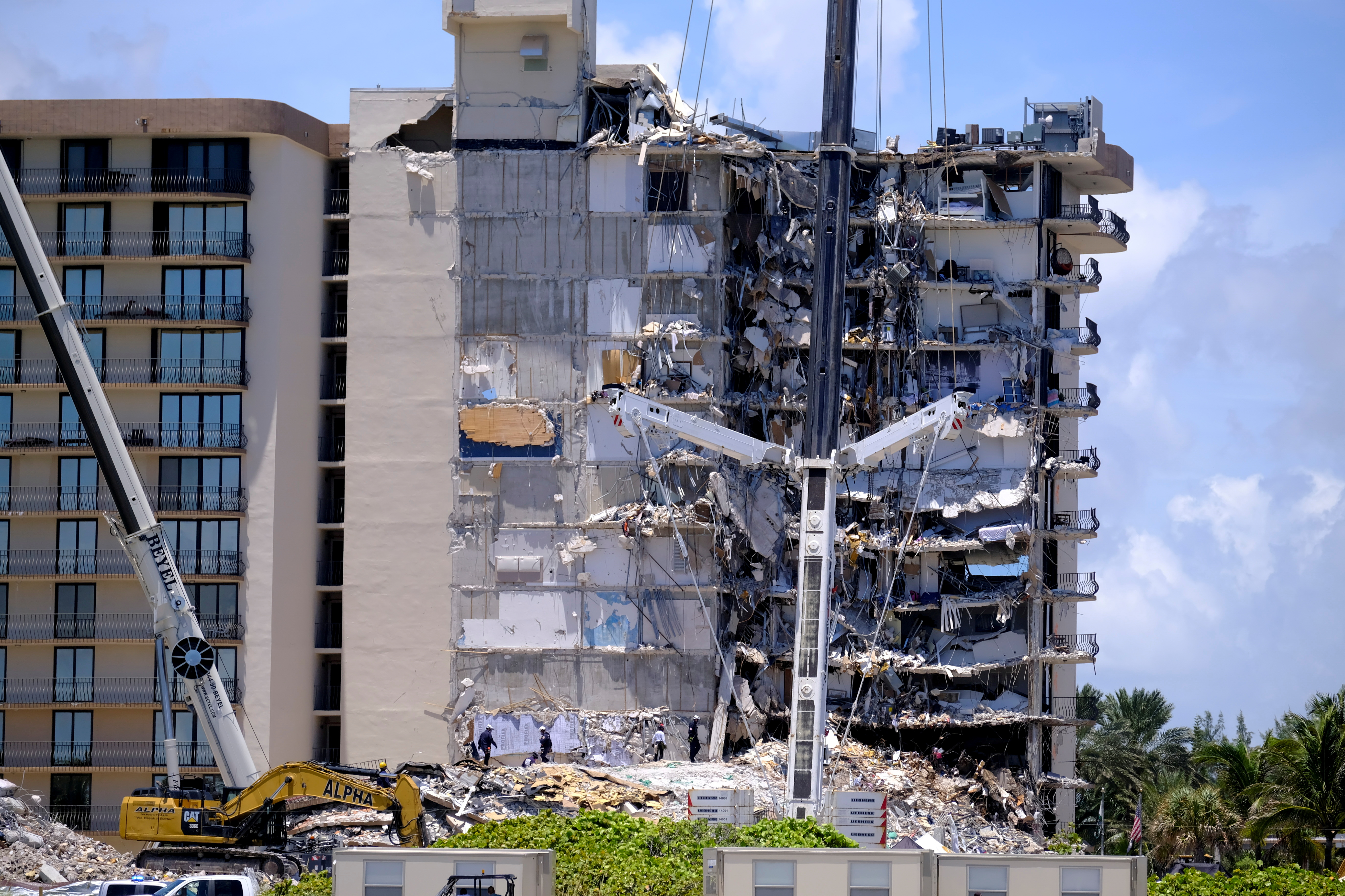 Search and rescue personnel continue searching for victims days after a residential building partially collapsed in Surfside near Miami Beach, Florida, U.S., June 27, 2021. REUTERS/Maria Alejandra Cardona