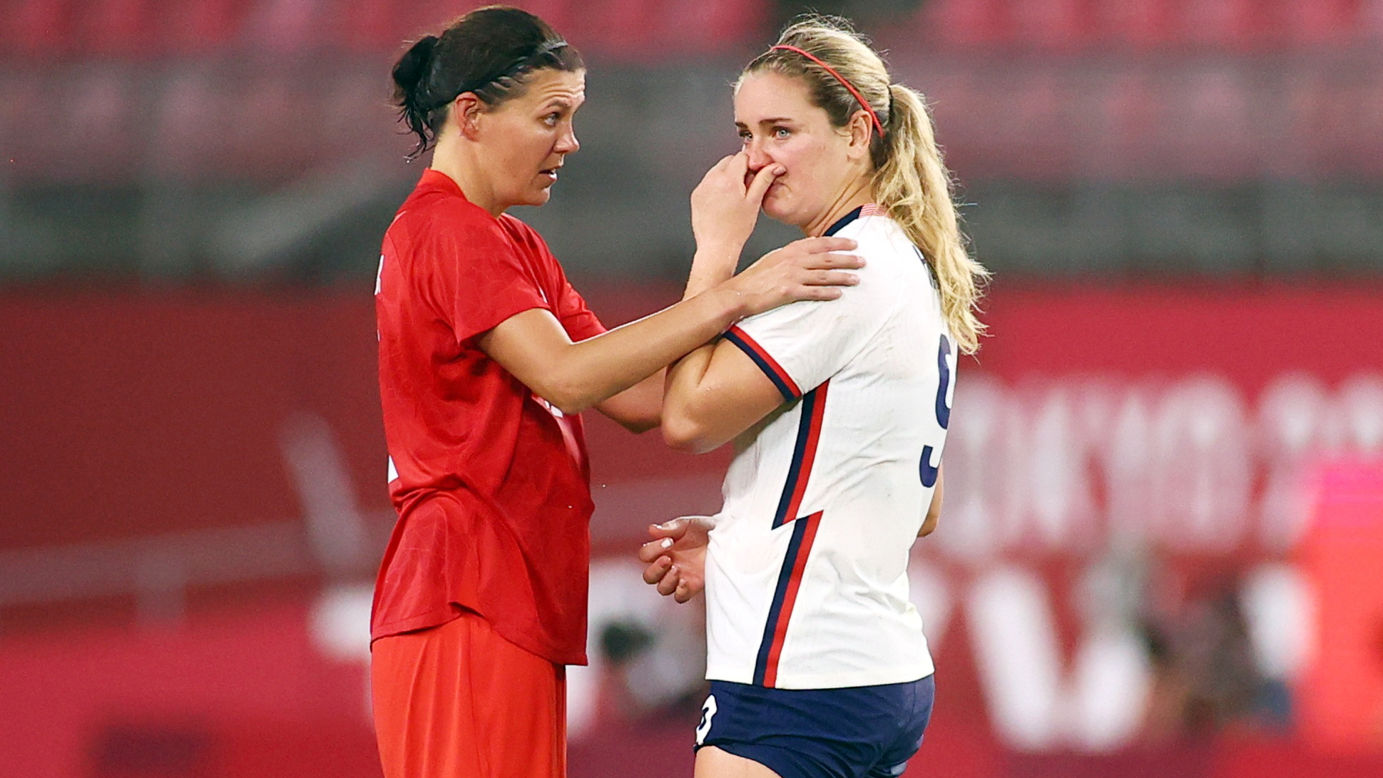 Tokyo 2020 Olympics - Soccer Football - Women - Semifinal - United States v Canada - Ibaraki Kashima Stadium, Ibaraki, Japan - August 2, 2021. Christine Sinclair of Canada with a dejected Lindsey Horan of the United States after the match REUTERS/Edgar Su