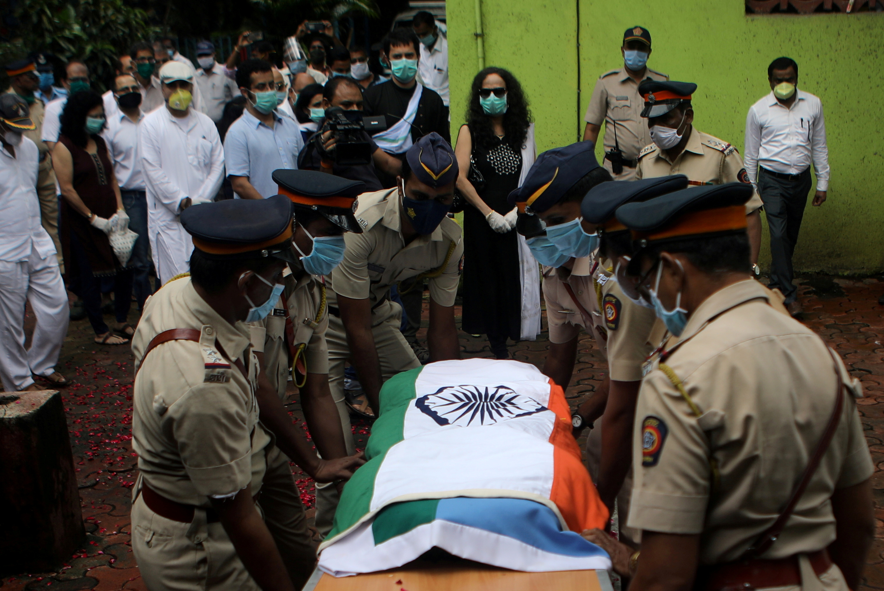 Police personnel carry the coffin of deceased Air India pilot Deepak Sathe as family members look on during his funeral in Mumbai, India, August 11, 2020. REUTERS/Francis Mascarenhas/File Photo