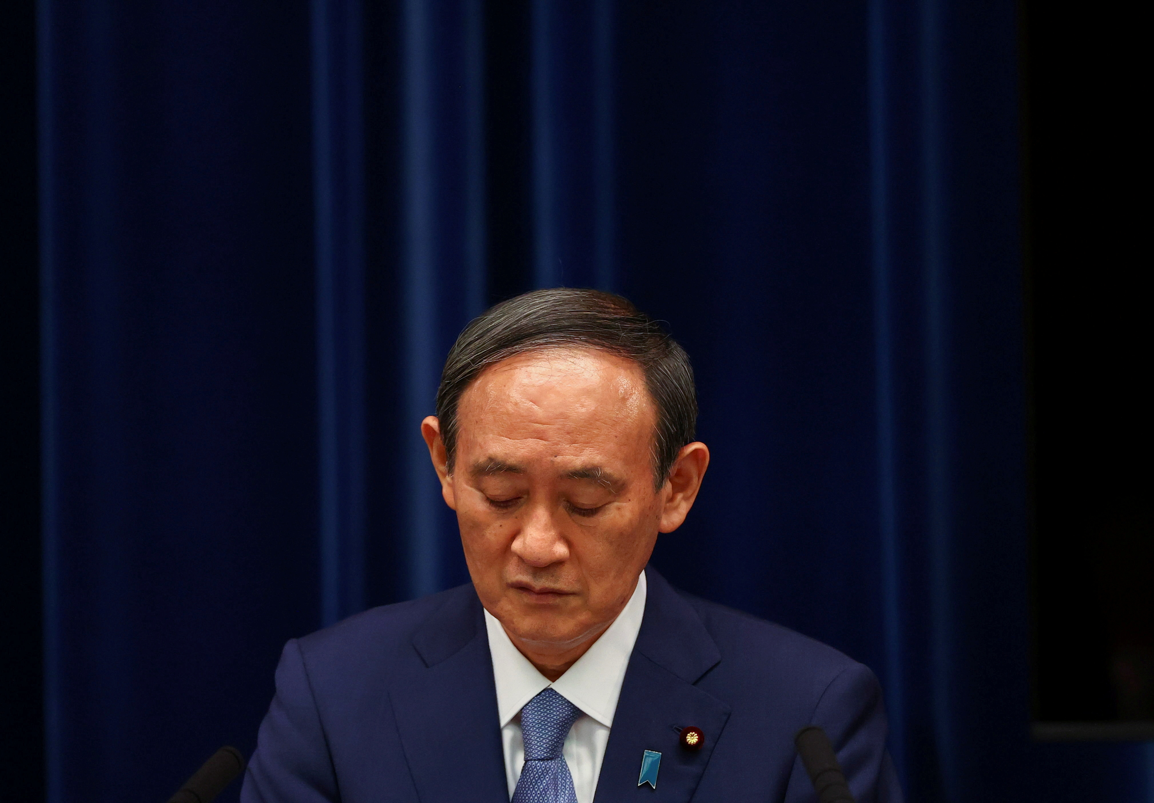 FILE PHOTO : Japan's Prime Minister Yoshihide Suga attends a news conference on Japan's response to the coronavirus disease (COVID-19) pandemic, at his official residence during the Tokyo 2020 Olympic Games in Tokyo, Japan, July 30, 2021. REUTERS/Issei Kato/Pool/File Photo