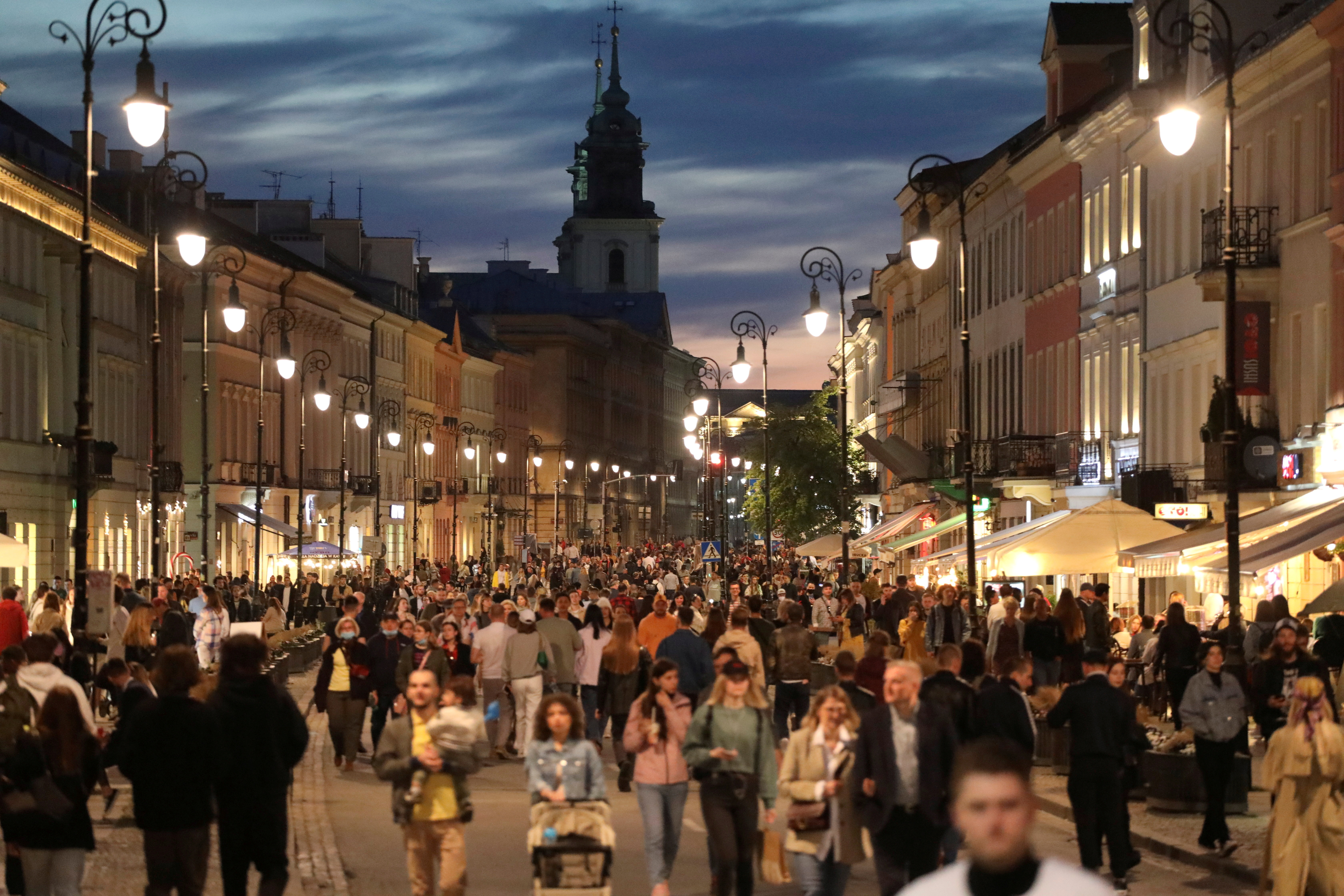 People walk in the city centre as the country's coronavirus disease (COVID-19) restrictions eased, in Warsaw, Poland May 15, 2021.  Slawomir Kaminski/Agencja Gazeta/via REUTERS