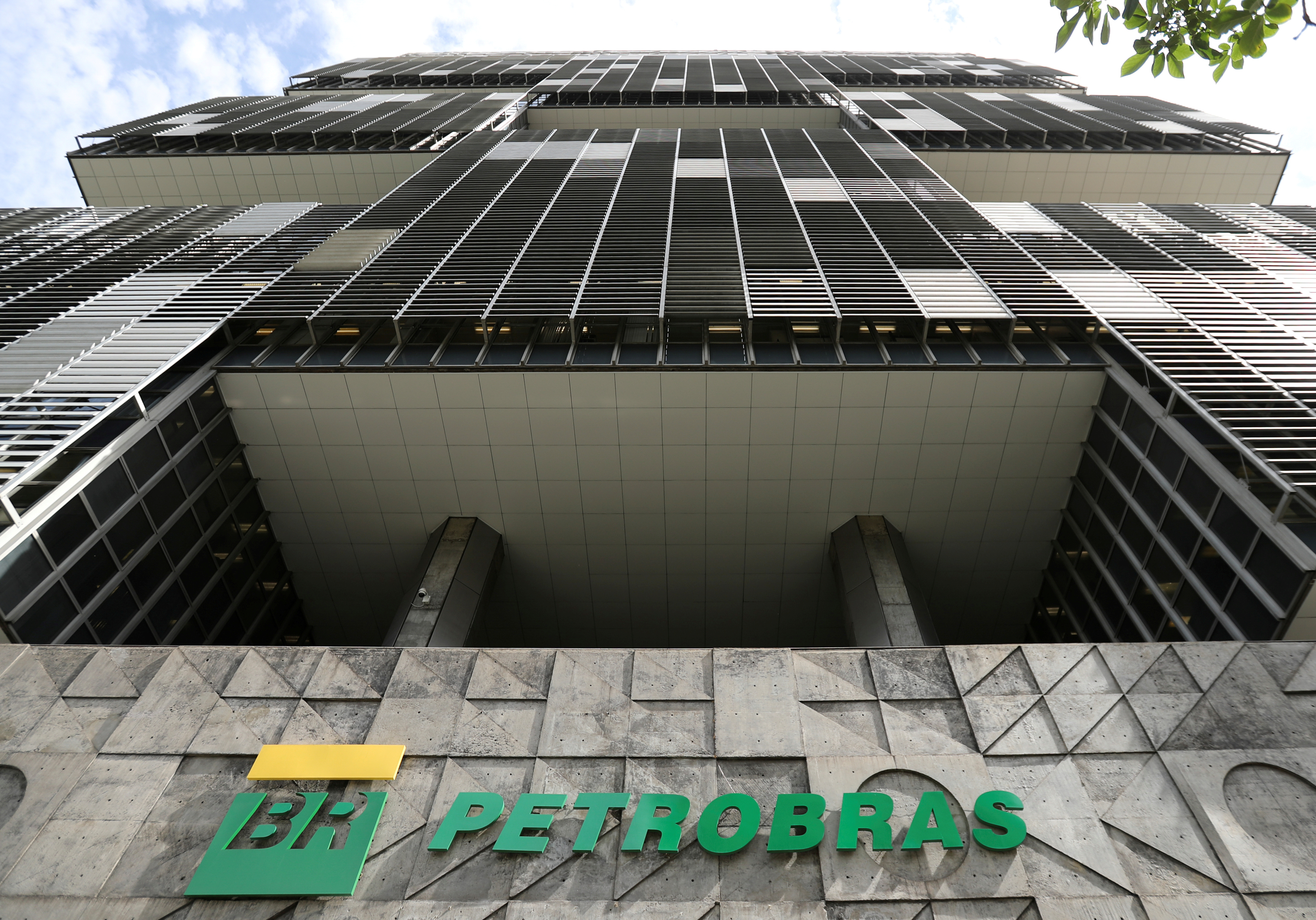 The facade of the headquarters of Petroleo Brasileiro S.A. (PETROBRAS) is pictured in Rio de Janeiro, Brazil December 9, 2019.  REUTERS/Sergio Moraes/File Photo