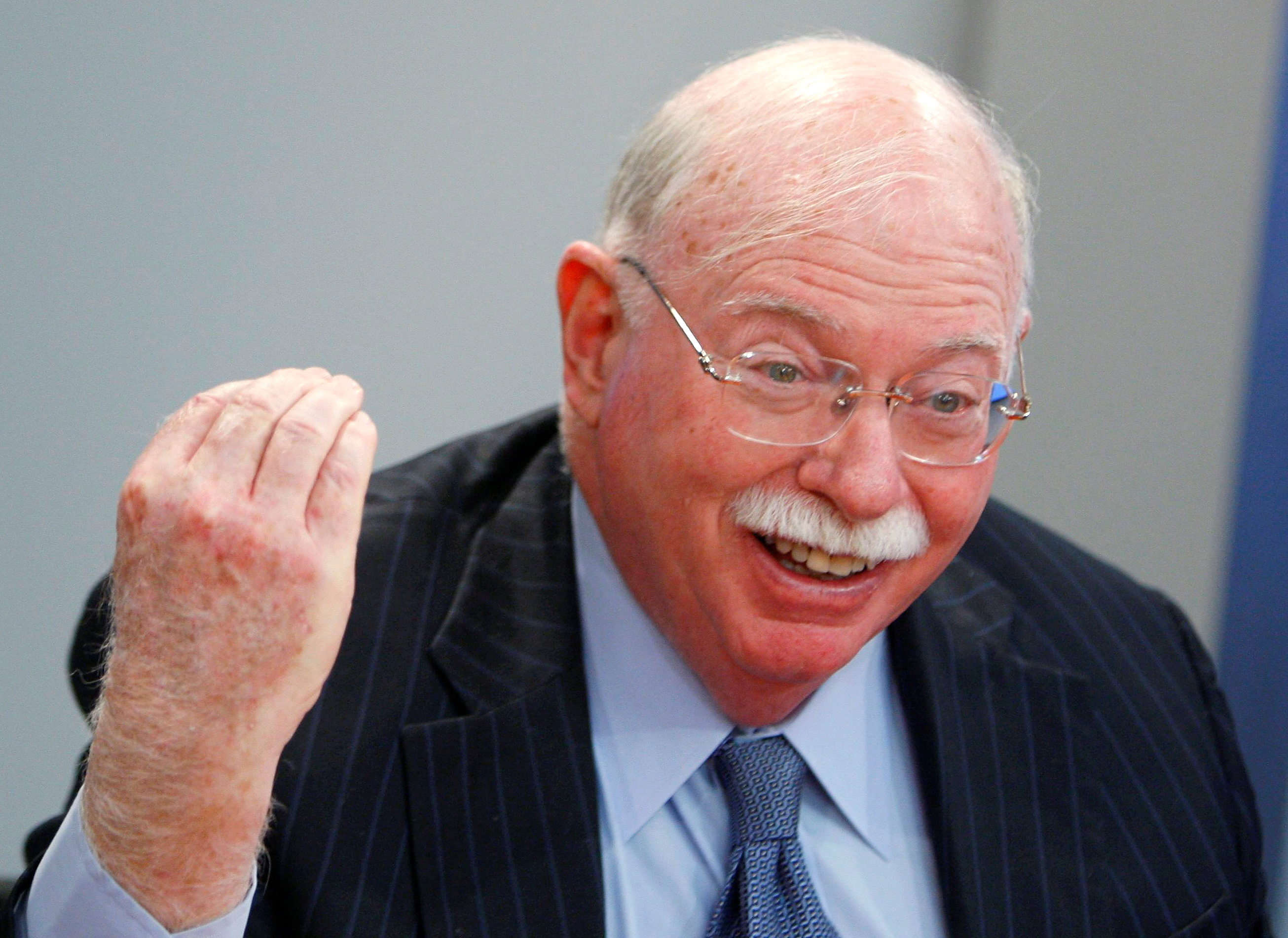 Michael Steinhardt, legendary hedge fund manager, speaks at the Reuters Investment Summit in New York December 8, 2008.     REUTERS/Brendan McDermid (UNITED STATES)/File Photo