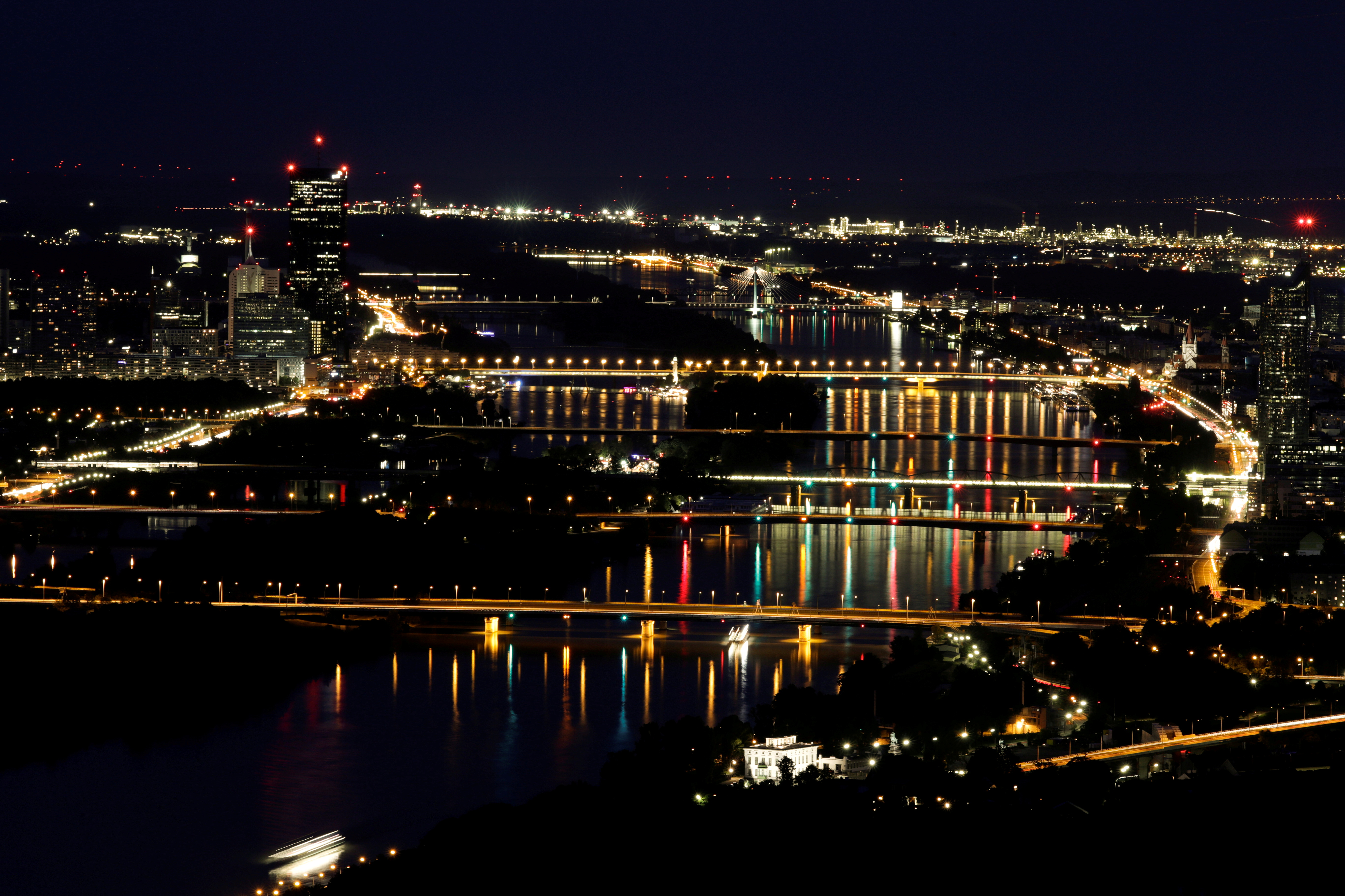 A long time exposure shows a night view of bridges over the Danube river from Leopoldsberg in Vienna, Austria August 15, 2019.  REUTERS/Leonhard Foeger/File Photo