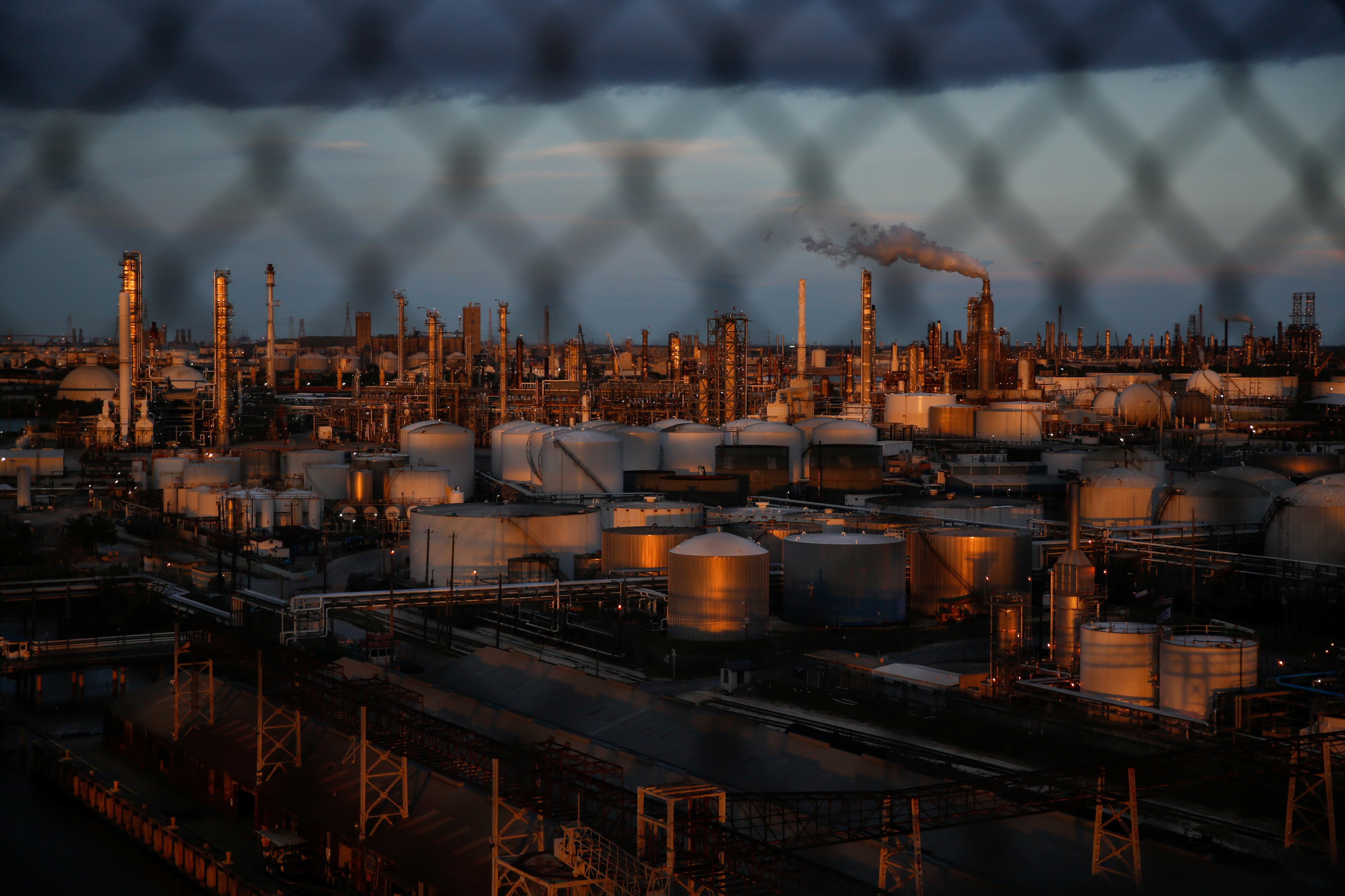 Chemical plants and refineries near the Houston Ship Channel are seen next to the Manchester neighborhood in the industrial east end of Houston, Texas, U.S., August 9, 2018. REUTERS/Loren Elliott