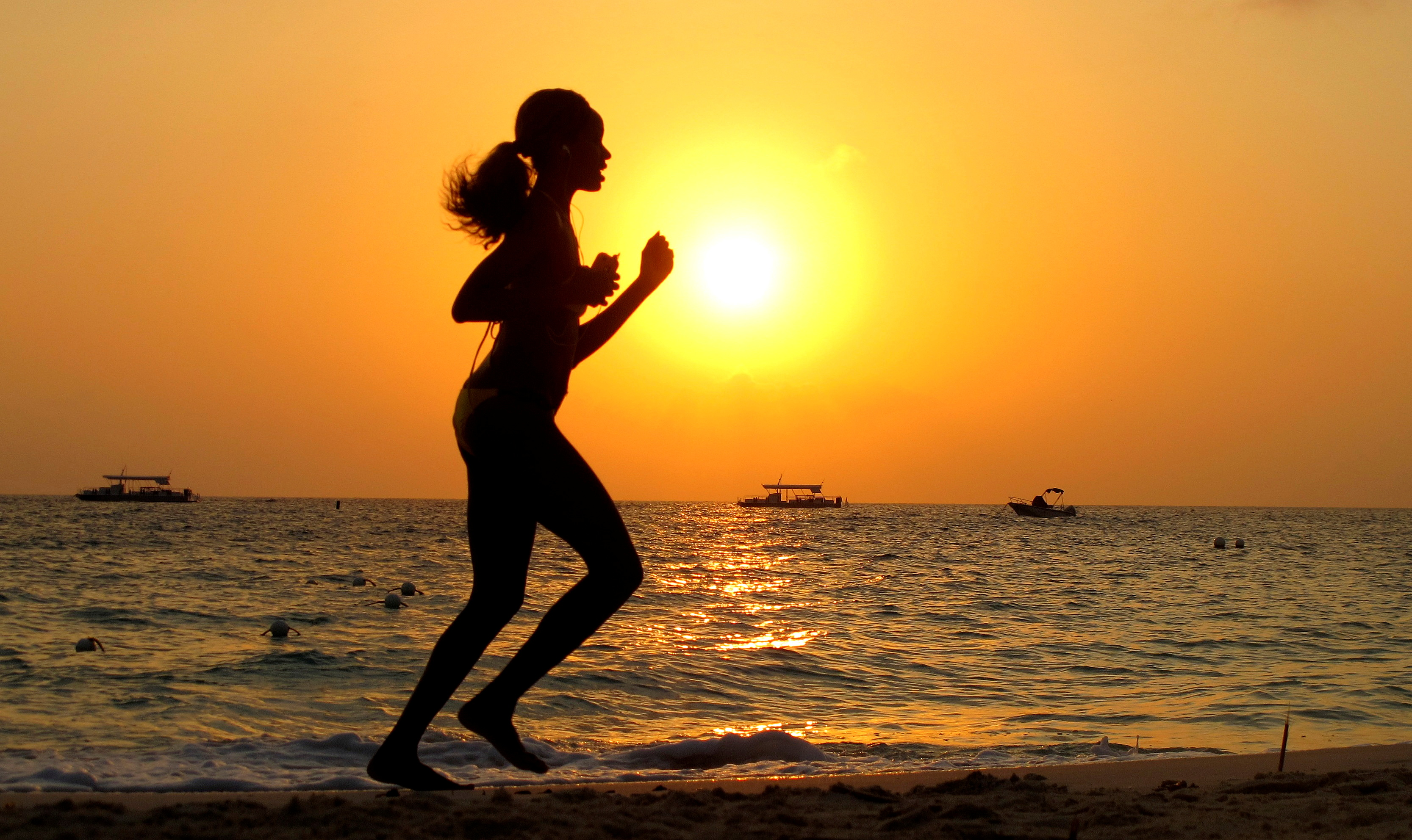 A woman runs along Seven Mile Beach in George Town, Cayman Islands, April 27, 2010. REUTERS/Gary Hershorn/File Photo