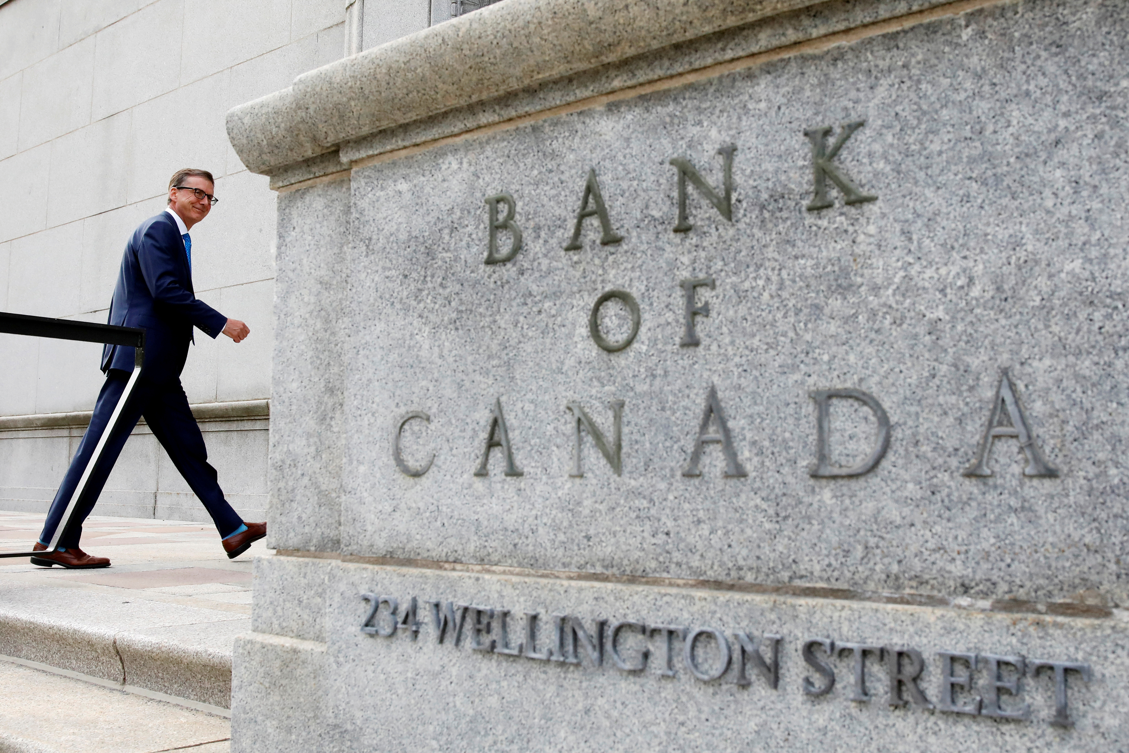 Governor of the Bank of Canada Tiff Macklem walks outside the Bank of Canada building in Ottawa, Ontario, Canada June 22, 2020. REUTERS/Blair Gable/File Photo