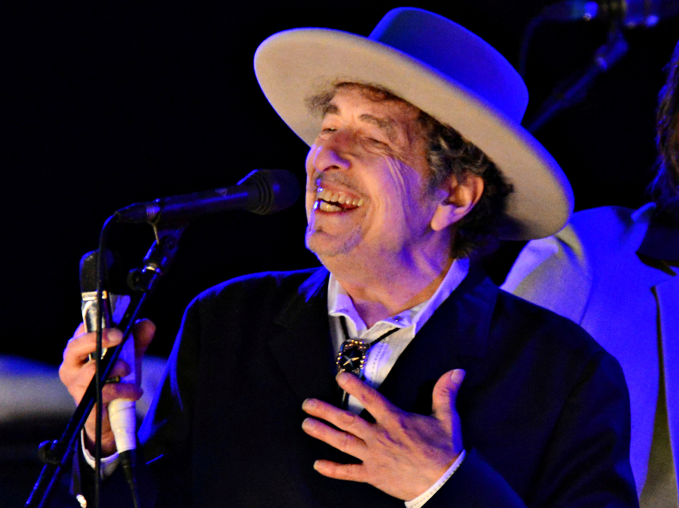 U.S. musician Bob Dylan performs during on day 2 of The Hop Festival in Paddock Wood, Kent on June 30th 2012. REUTERS/Ki Price/File photo     TPX IMAGES OF THE DAY