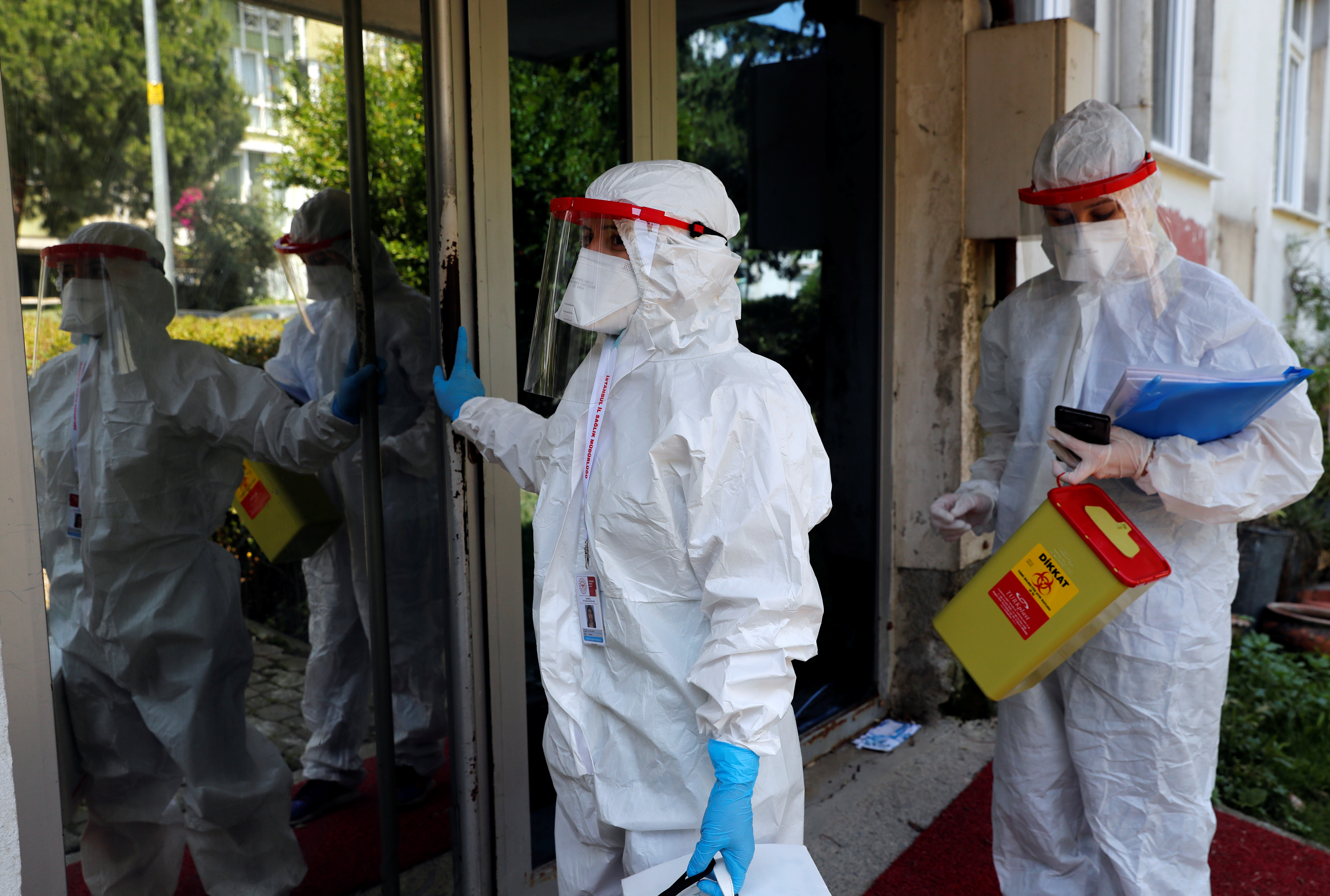 Medical workers of the Bakirkoy District Health Directorate wearing protective suits arrive at a building during an antibody testing program following the coronavirus disease (COVID-19) outbreak, in Istanbul, Turkey, June 17, 2020. REUTERS/Murad Sezer/Files