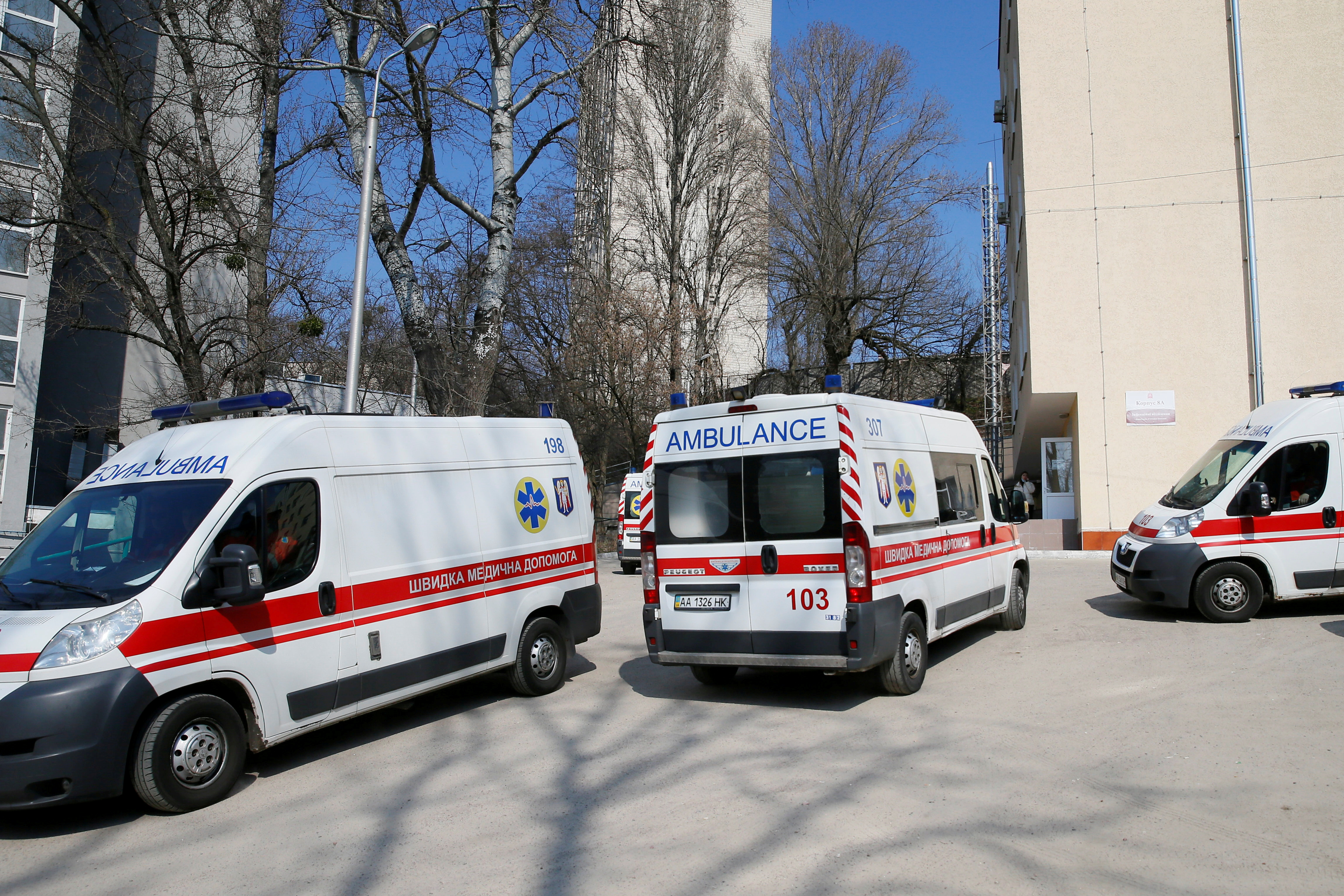 Ambulances with COVID-19 patients wait in the queue at a hospital for people infected with coronavirus disease in Kyiv, Ukraine March 30, 2021.  REUTERS/Gleb Garanich