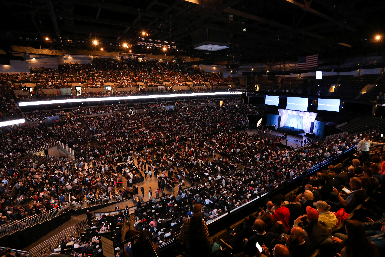 Shareholders gather to hear from billionaire investor Warren Buffett at Berkshire Hathaway Inc's annual shareholder meeting in Omaha, Nebraska, U.S., May 4, 2019.   REUTERS/Scott Morgan