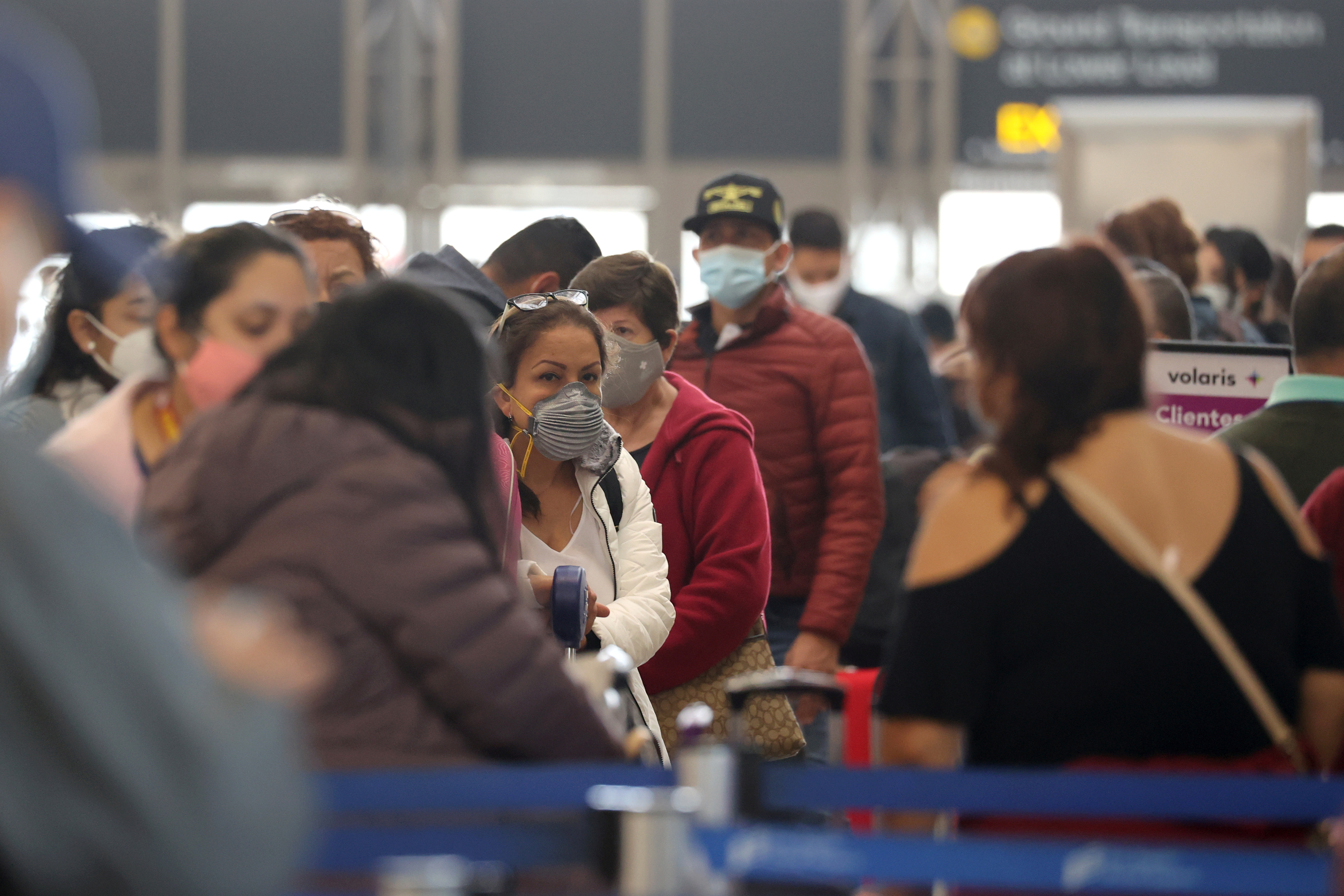 Passengers wait to check in at Tom Bradley international terminal at LAX airport, as the global outbreak of the coronavirus disease (COVID-19) continues, in Los Angeles, California, U.S., November 23, 2020. REUTERS/Lucy Nicholson
