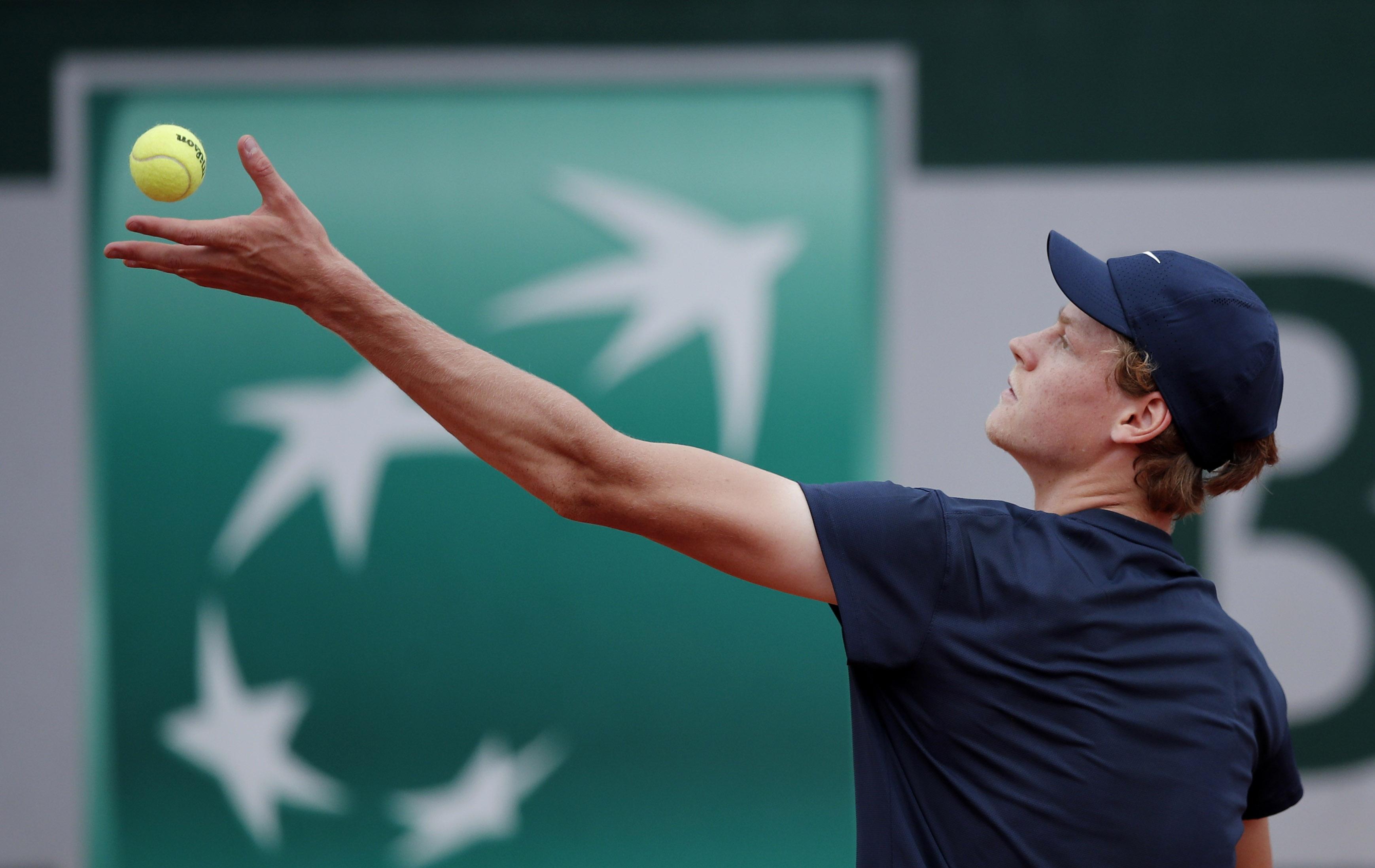 Tennis - French Open - Roland Garros, Paris, France - June 5, 2021 Italy's Jannik Sinner in action during his third round match against Sweden's Mikael Ymer REUTERS/Benoit Tessier