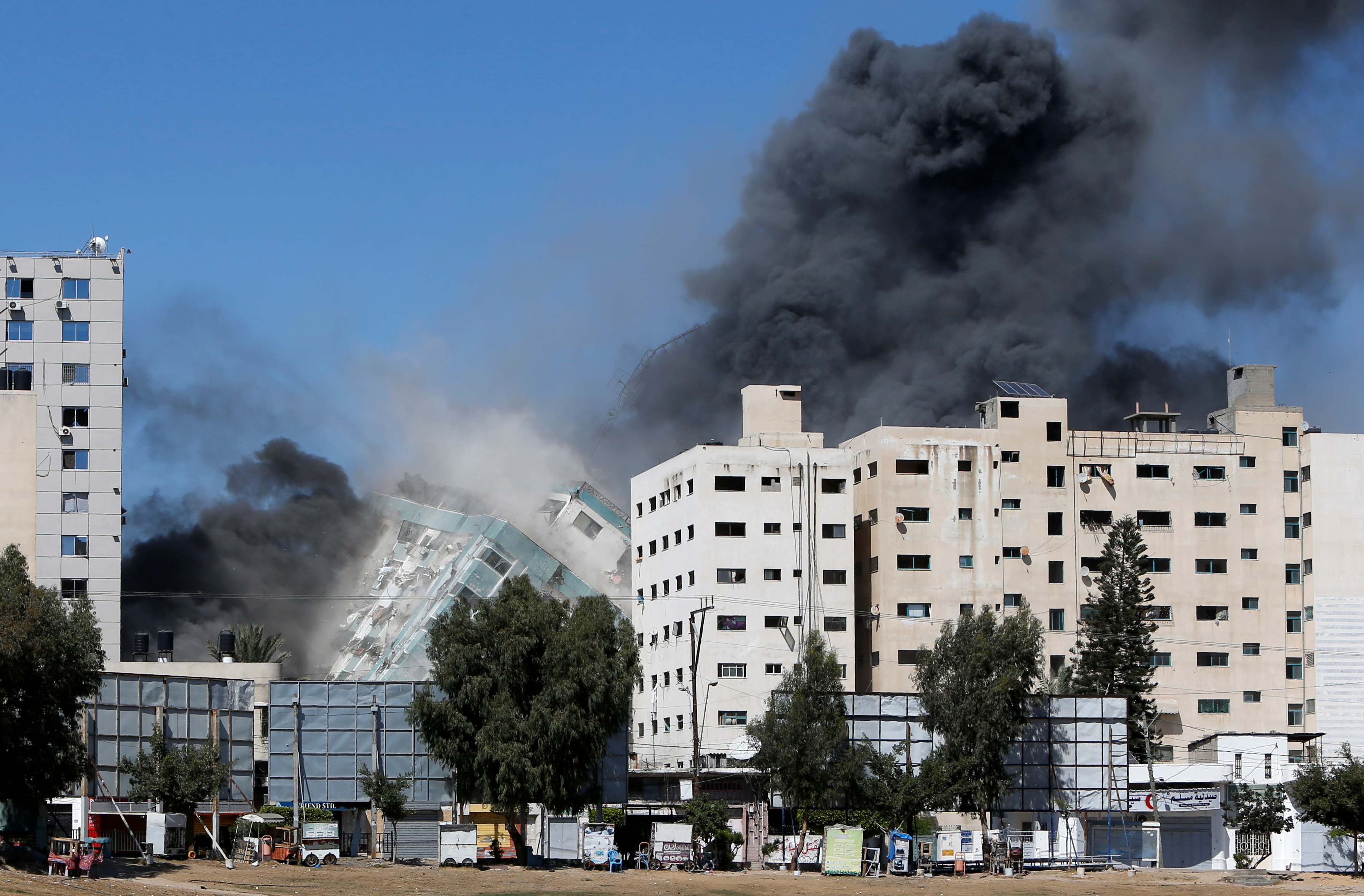 Gaza tower housing AP, Al Jazeera collapses after missile strike in Gaza city, May 15, 2021. REUTERS/Mohammed Salem