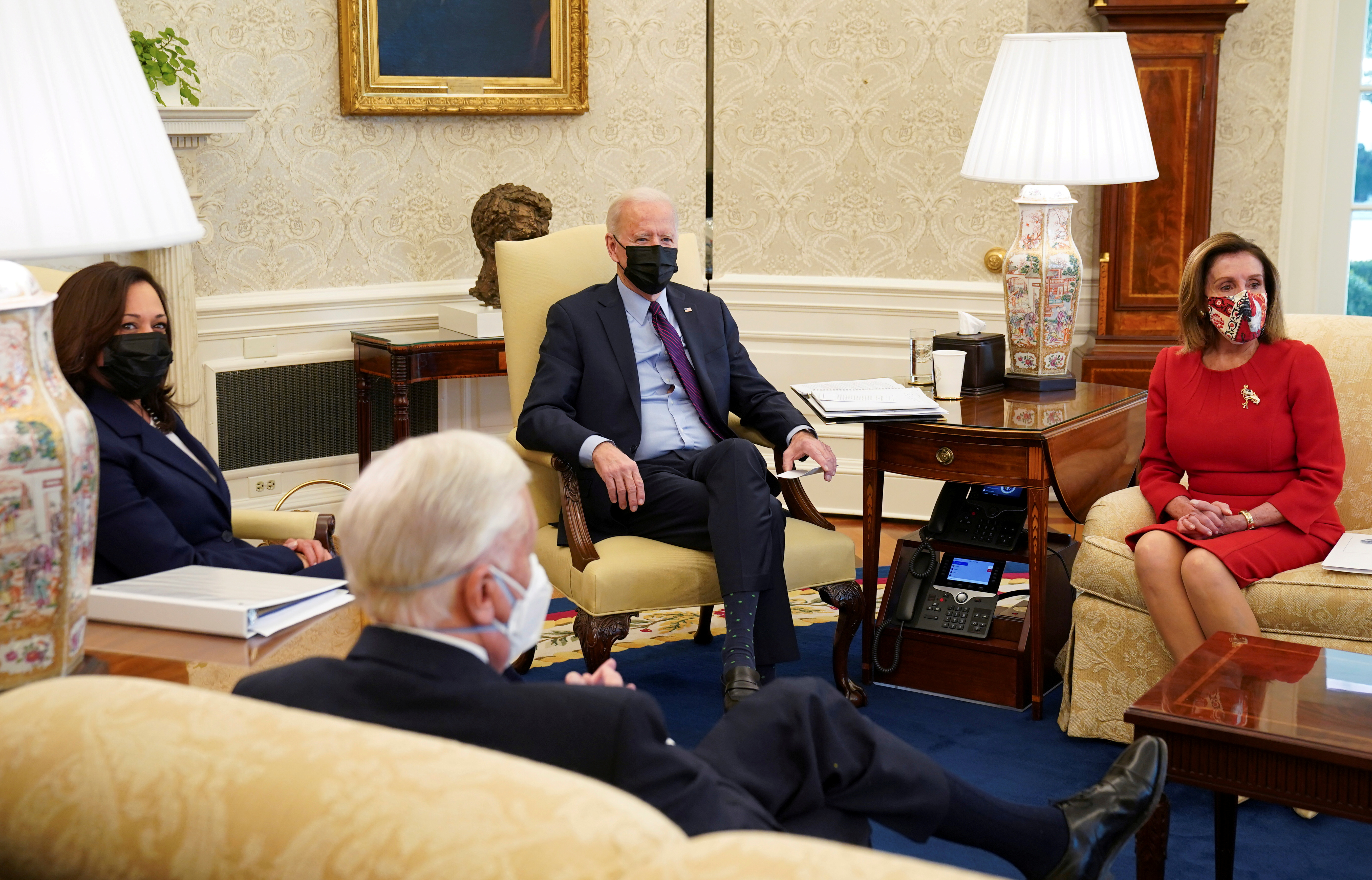 U.S. President Joe Biden, flanked by Vice President Kamala Harris and Speaker of the House Nancy Pelosi (D-CA), holds a meetinga meeting with House Democratic leaders and chairs of House committees working on coronavirus disease (COVID-19) aid legislation, in the Oval Office at the White House in Washington, U.S., February 5, 2021. REUTERS/Kevin Lamarque/File Photo