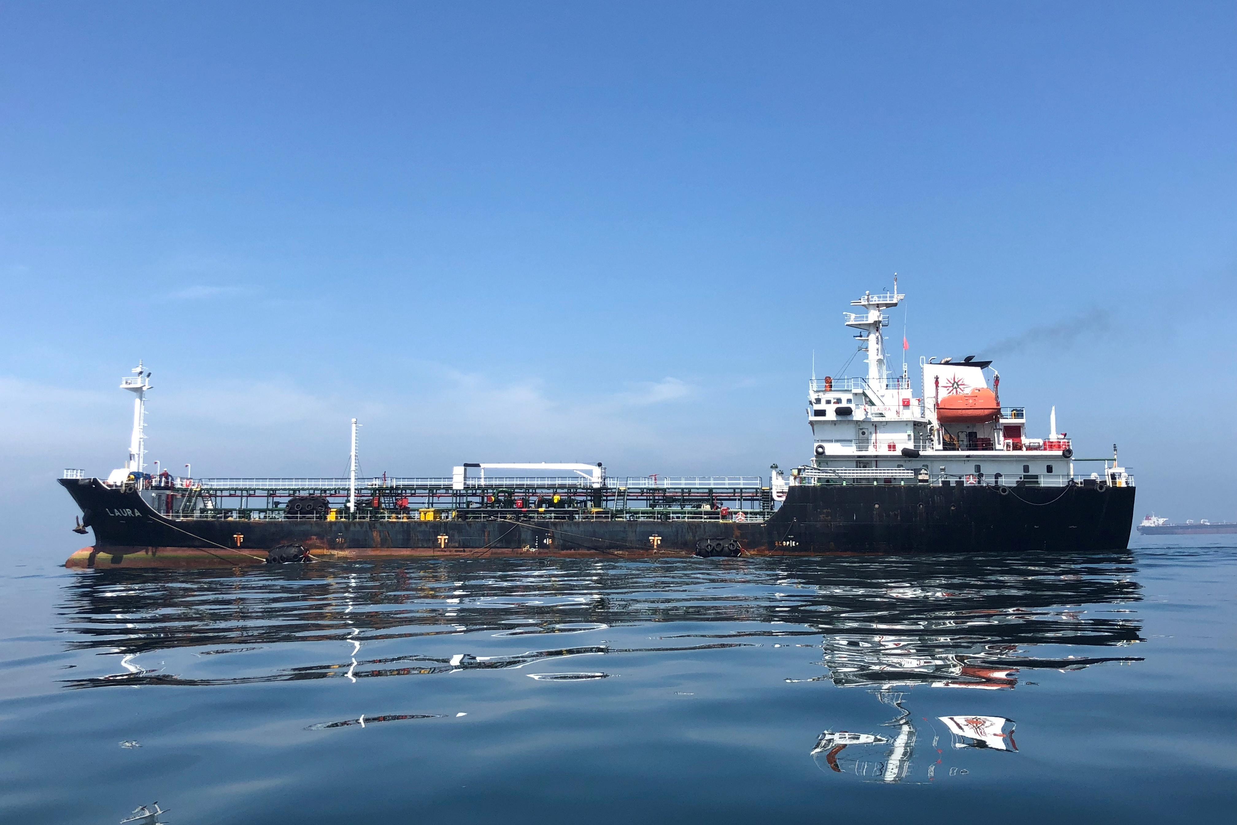 An oil tanker is seen in the sea outside the Puerto La Cruz oil refinery in Puerto La Cruz, Venezuela July 19, 2018. Picture taken July 19, 2018./File Photo
