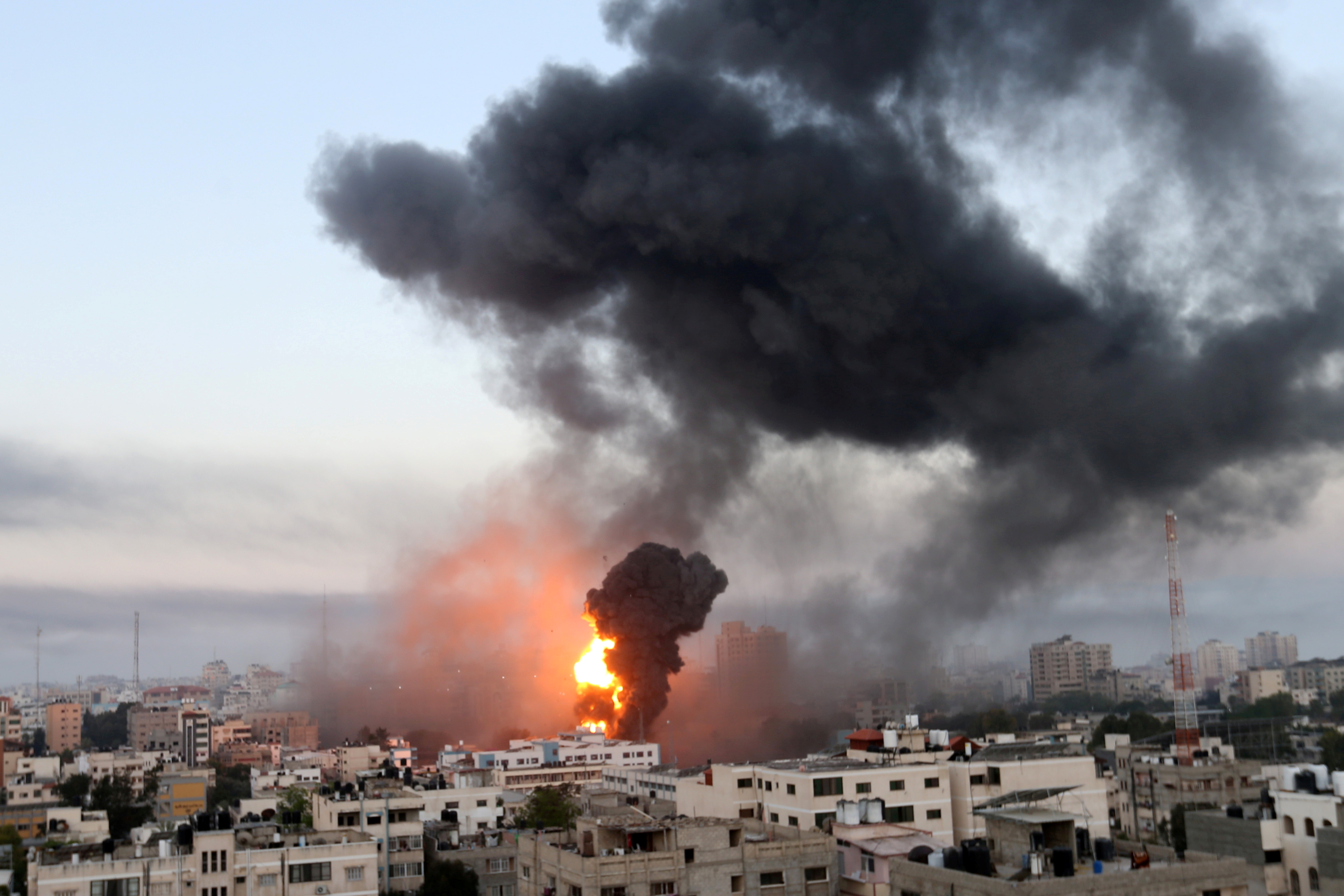 Smoke and flames rise during Israeli air strikes amid a flare-up of Israeli-Palestinian violence, in Gaza May 12, 2021. REUTERS/Ibraheem Abu Mustafa