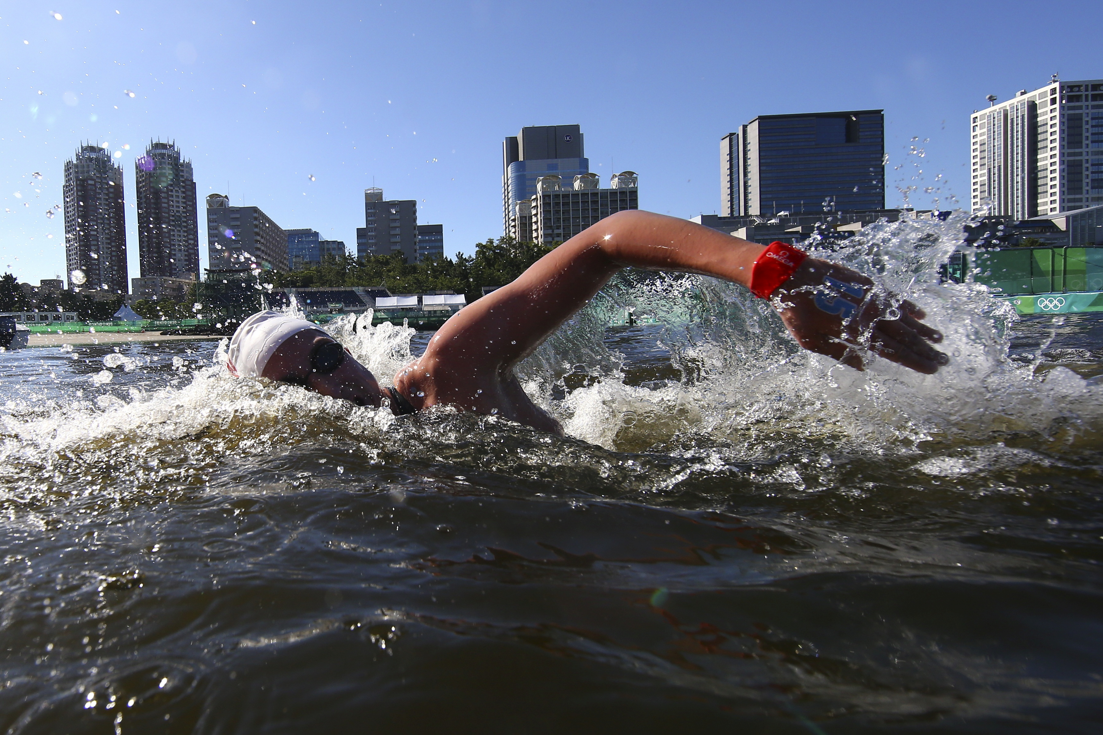 Tokyo 2020 Olympics - Open Water Swimming - Men's 10km - Final - Odaiba Marine Park - Tokyo, Japan - August 5, 2021. Hau-Li Fan of Canada in action. REUTERS/Antonio Bronic     TPX IMAGES OF THE DAY - SP1EH841UNY3C