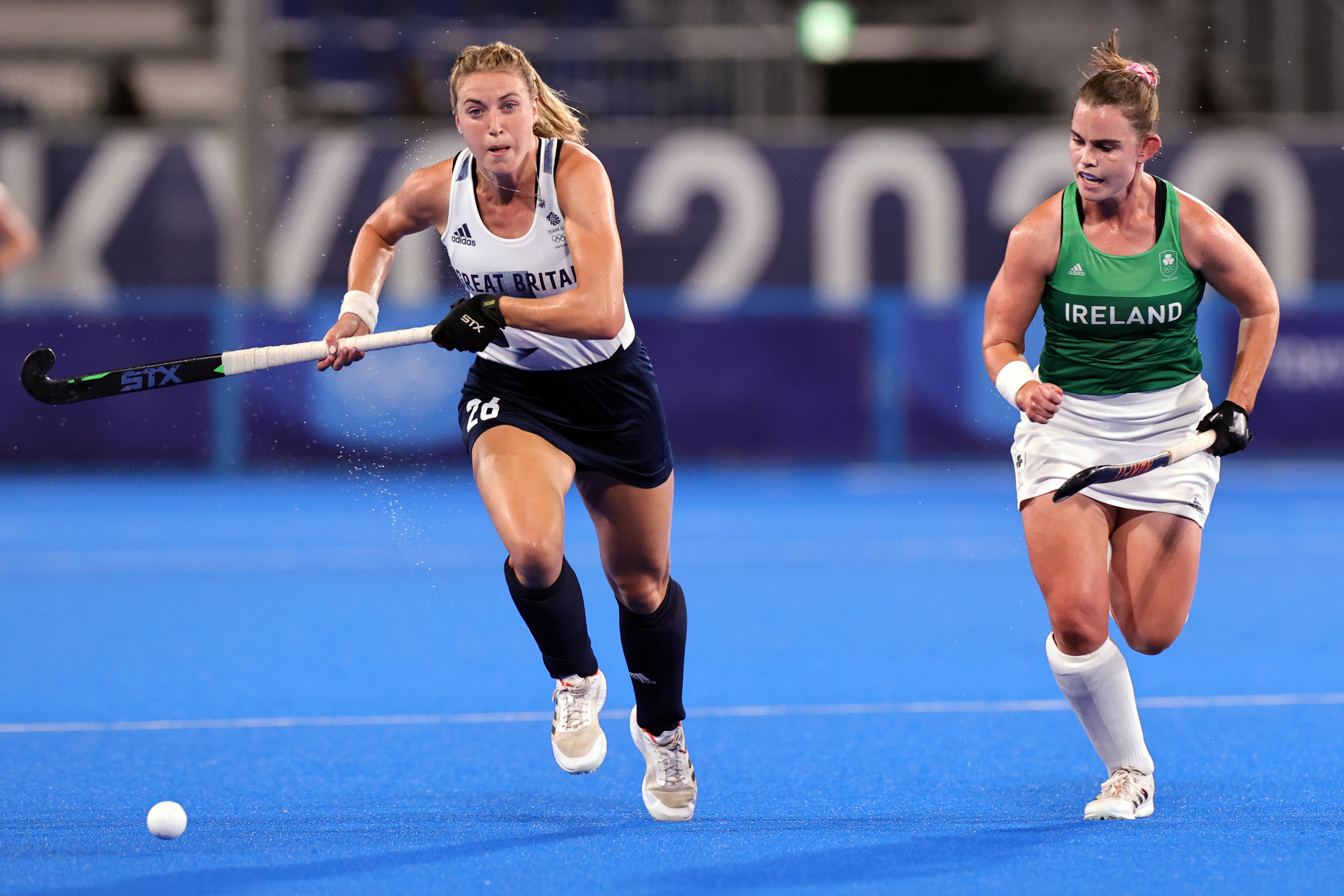Tokyo 2020 Olympics - Hockey - Women's Pool A - Ireland v Britain - Oi Hockey Stadium, Tokyo, Japan - July 31, 2021. Lily Owsley of Britain in action with Lizzie Holden of Ireland. REUTERS/Ann Wang