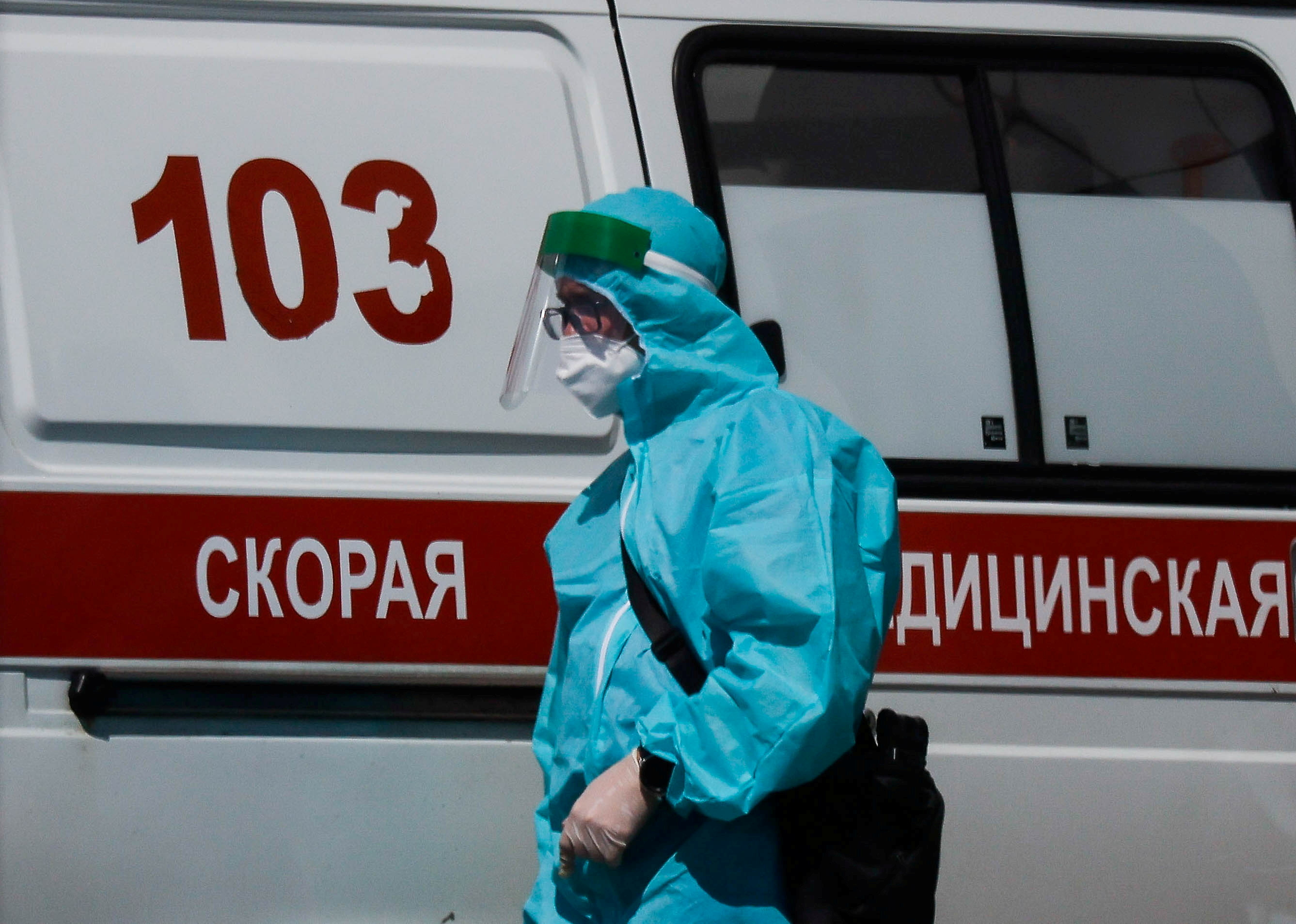 A medical specialist walks by an ambulance outside a hospital for patients infected with the coronavirus disease (COVID-19) in Moscow, Russia June 16, 2021. REUTERS/Maxim Shemetov/File Photo