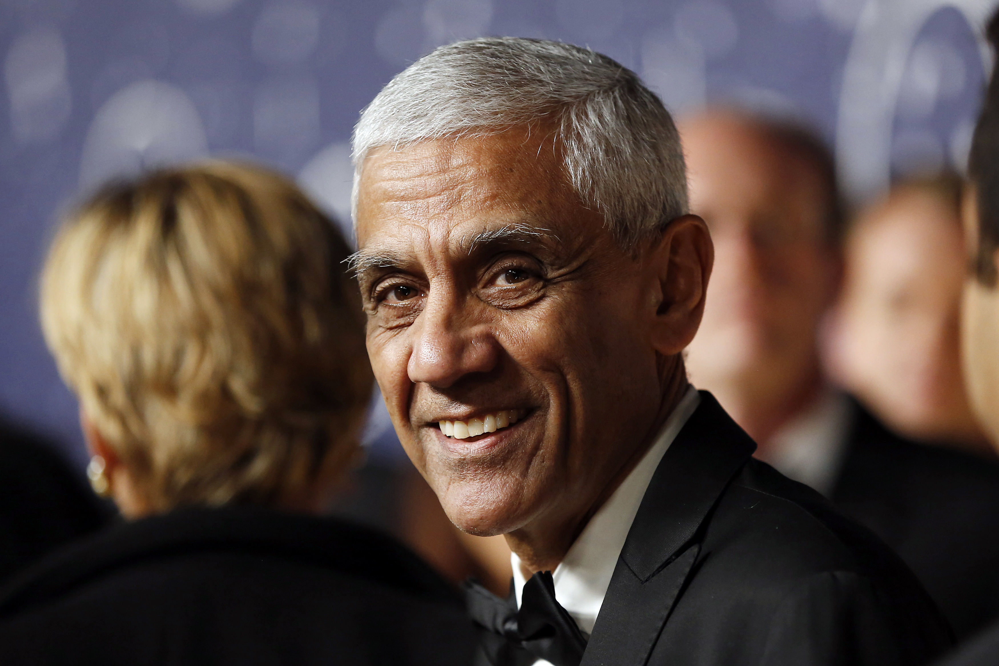 Vinod Khosla, founder and partner of Khosla Ventures, arrives on the red carpet during the second annual Breakthrough Prize Awards at the NASA Ames Research Center in Mountain View, California November 9, 2014. REUTERS/Stephen Lam