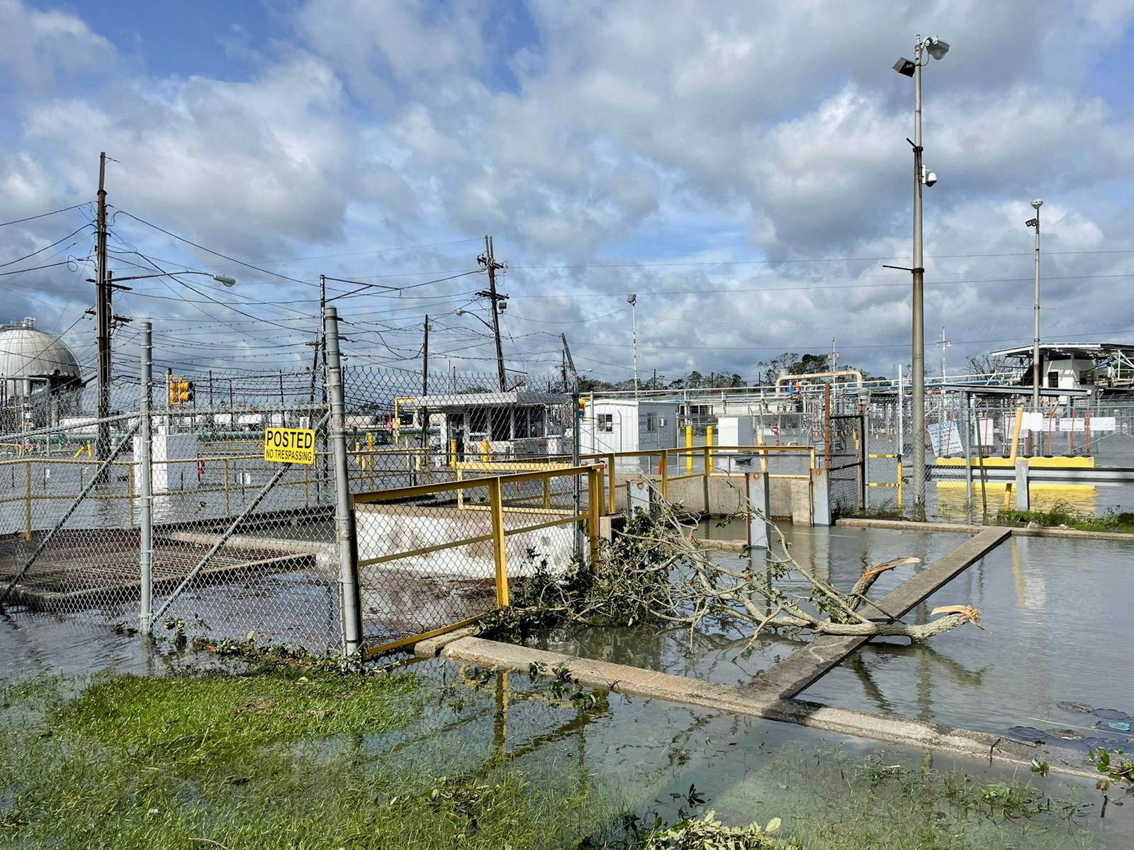 The Shell Norco manufacturing facility is flooded after Hurricane Ida pummeled Norco, Louisiana, U.S., August 30, 2021. REUTERS/Devika Krishna Kumar//File Photo