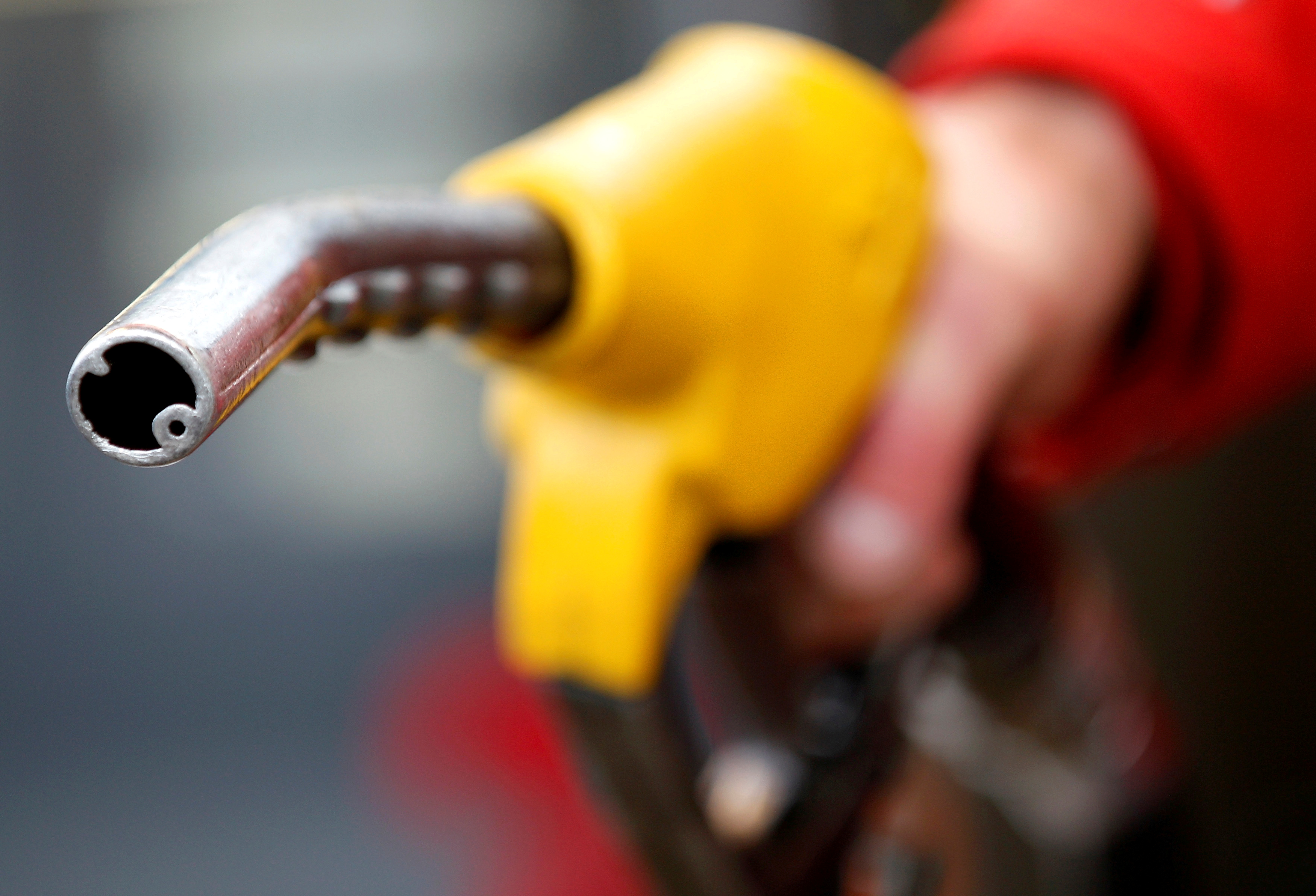 A petrol station attendant prepares to refuel a car in Rome, Italy, January 4, 2012. REUTERS/Max Rossi/File Photo