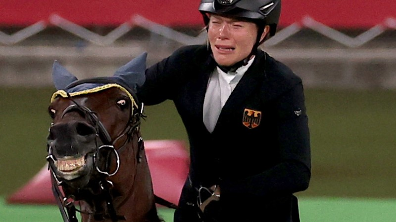 Tokyo 2020 Olympics - Modern Pentathlon - Women's Riding - Tokyo Stadium - Tokyo, Japan - August 6, 2021. Annika Schleu of Germany reacts before being eliminated REUTERS/Ivan Alvarado