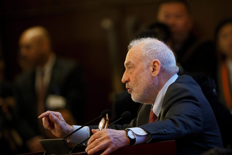 Columbia University Professor Joseph Stiglitz speaks at the China Development Forum in Beijing, China March 24, 2019. REUTERS/Thomas Peter/Pool/File Photo