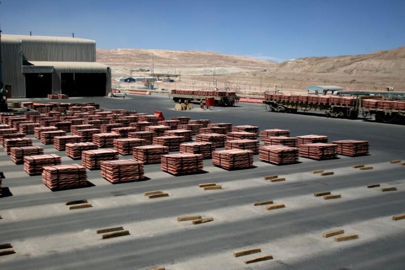Sheets of copper cathode are pictured at BHP Billiton's Escondida, the world's biggest copper mine, in Antofagasta, Chile March 31, 2008. REUTERS/Ivan Alvarado/File Photo
