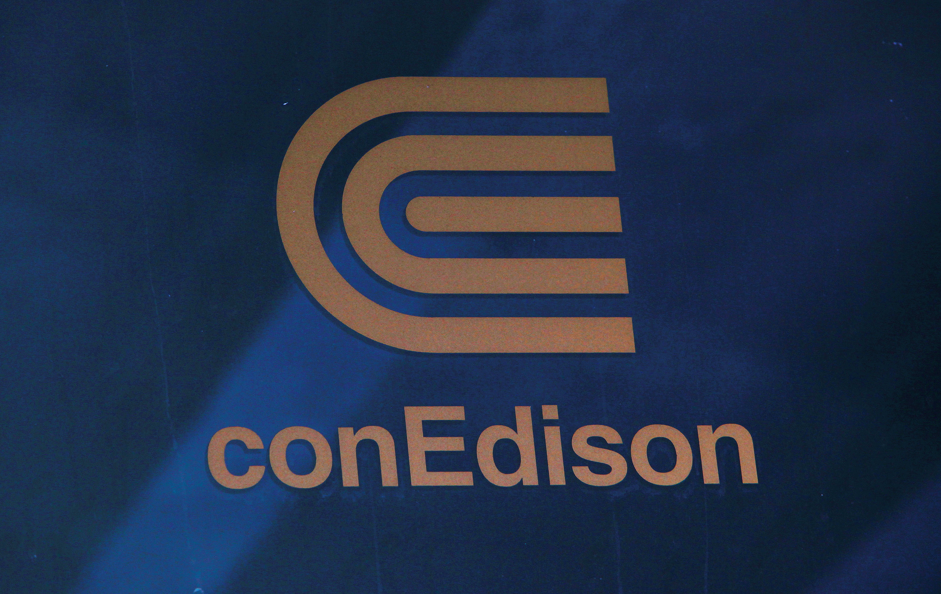 A logo of New York power utility Consolidated Edison Inc is seen in New York July 1, 2012. REUTERS/Eric Thayer/File Photo