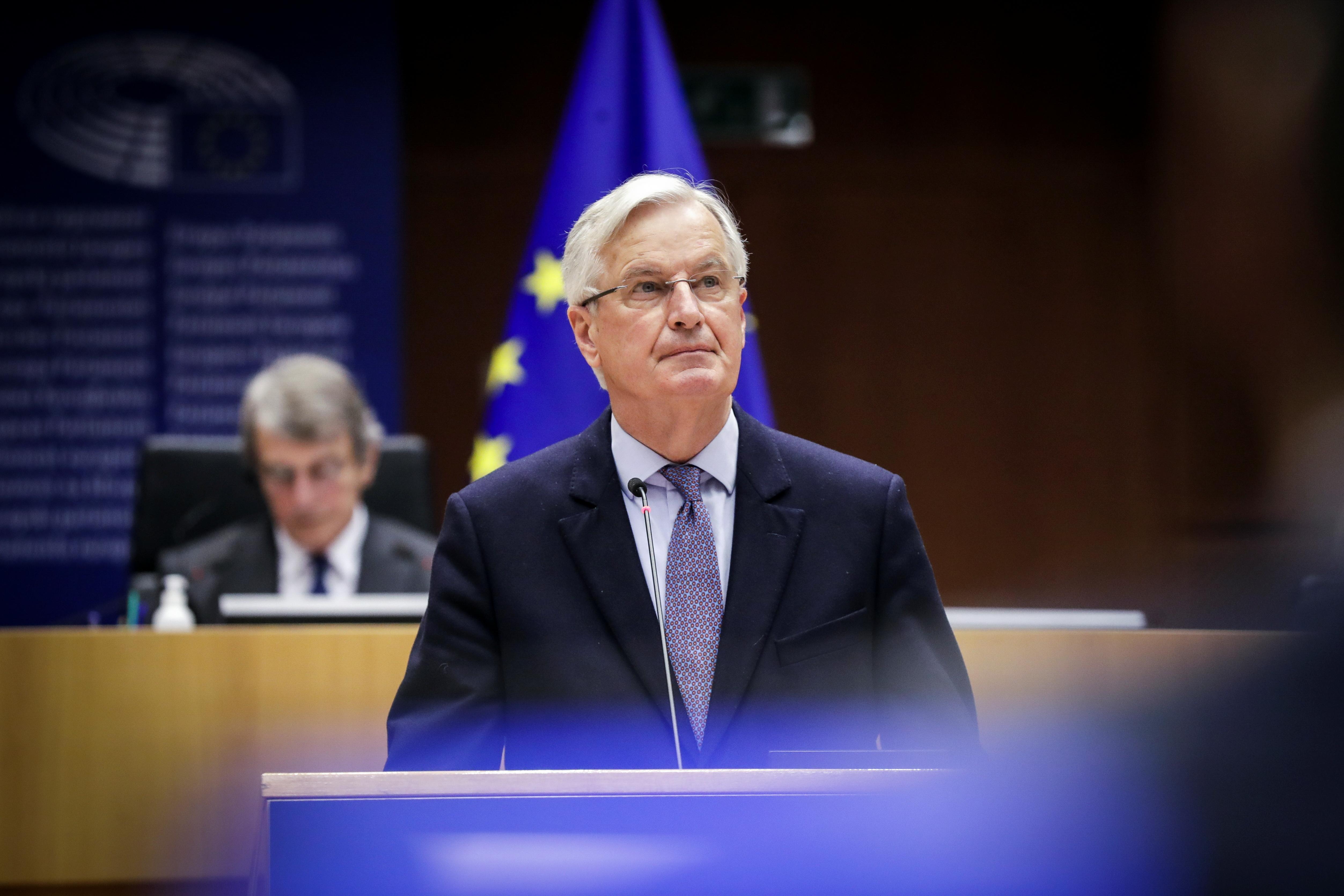 Il capo della task force per le relazioni con il Regno Unito, Michel Barnier partecipa al dibattito sull'accordo commerciale e di cooperazione UE-Regno Unito durante il secondo giorno di una sessione plenaria al Parlamento europeo a Bruxelles, Belgio, 27 aprile 2021. Olivier Hoslet/Pool via REUTERS