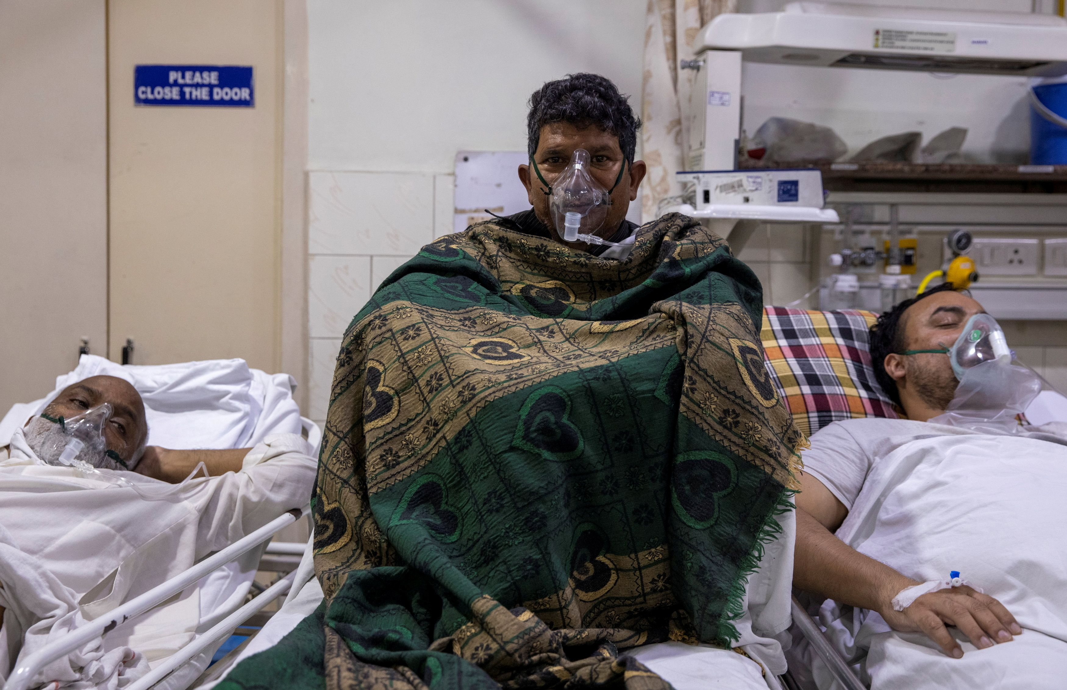 Patients suffering from the coronavirus disease (COVID-19) receive treatment inside the emergency ward at Holy Family hospital in New Delhi, India, April 29, 2021. REUTERS/Danish Siddiqui