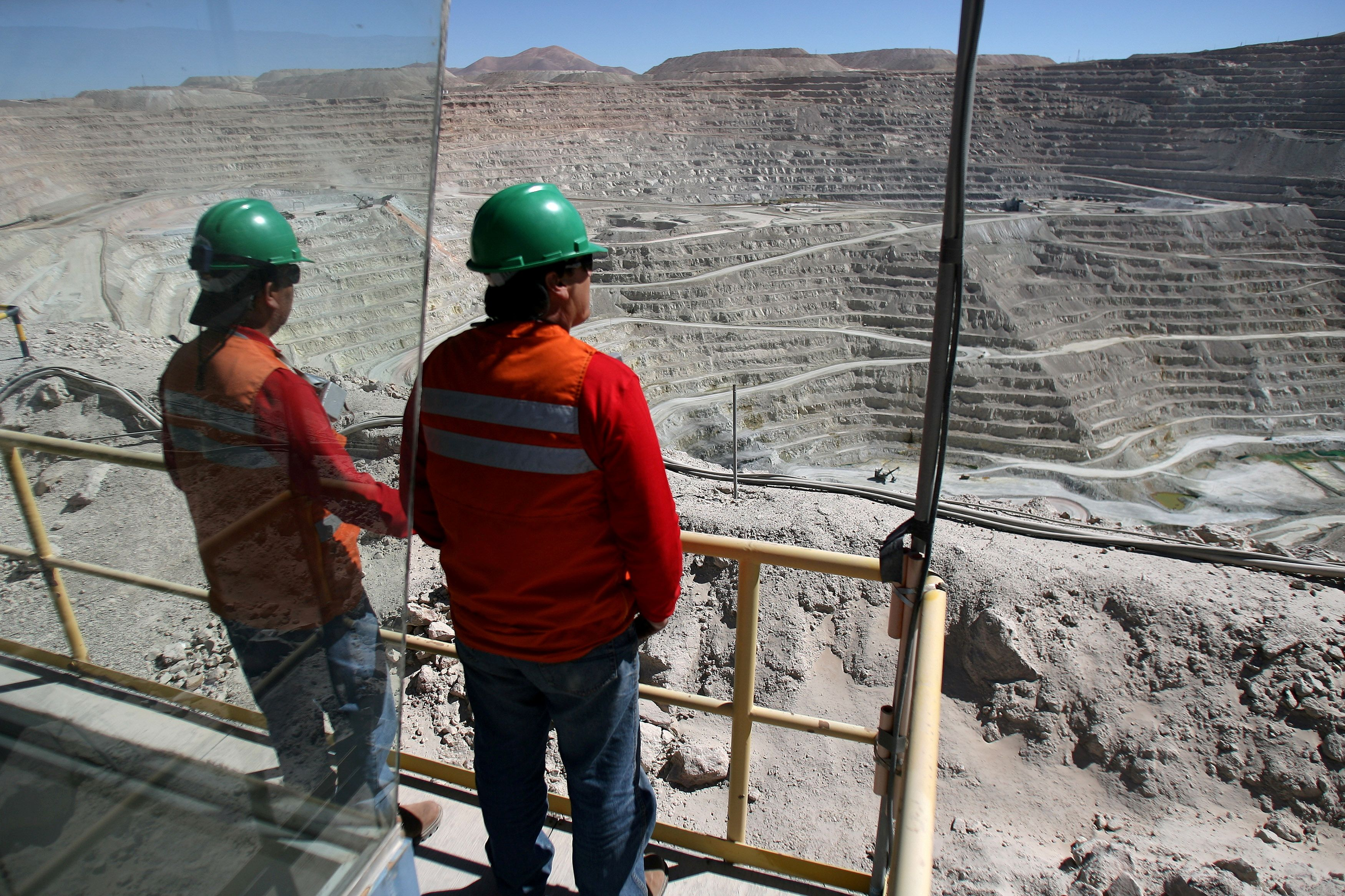 Workers of BHP Billiton's Escondida, the world's biggest copper mine, are seen in front of the open pit, in Antofagasta, northern Chile March 31, 2008. Picture taken March 31, 2008. REUTERS/Ivan Alvarado/File Photo/File Photo