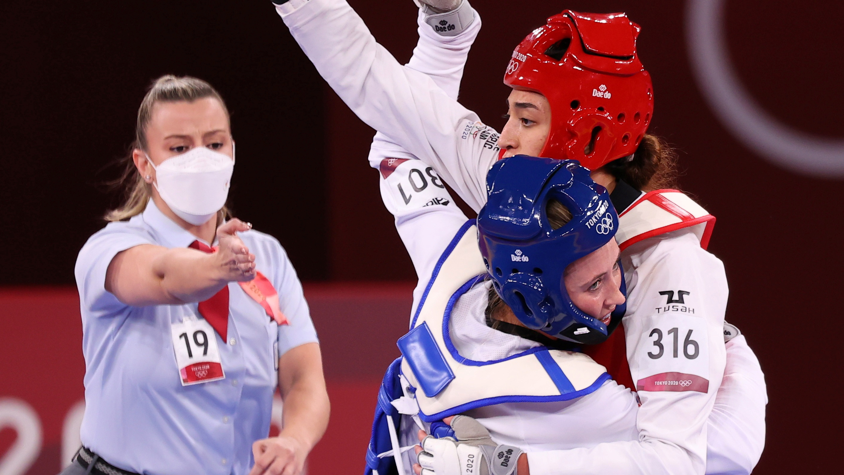 Tokyo 2020 Olympics - Taekwondo - Women's Featherweight 49-57kg - Last 16 - Makuhari Messe Hall A, Chiba, Japan - July 25, 2021. Jade Jones of Britain in action against Kimia Alizadeh of the Refugee Olympic Team REUTERS/Murad Sezer