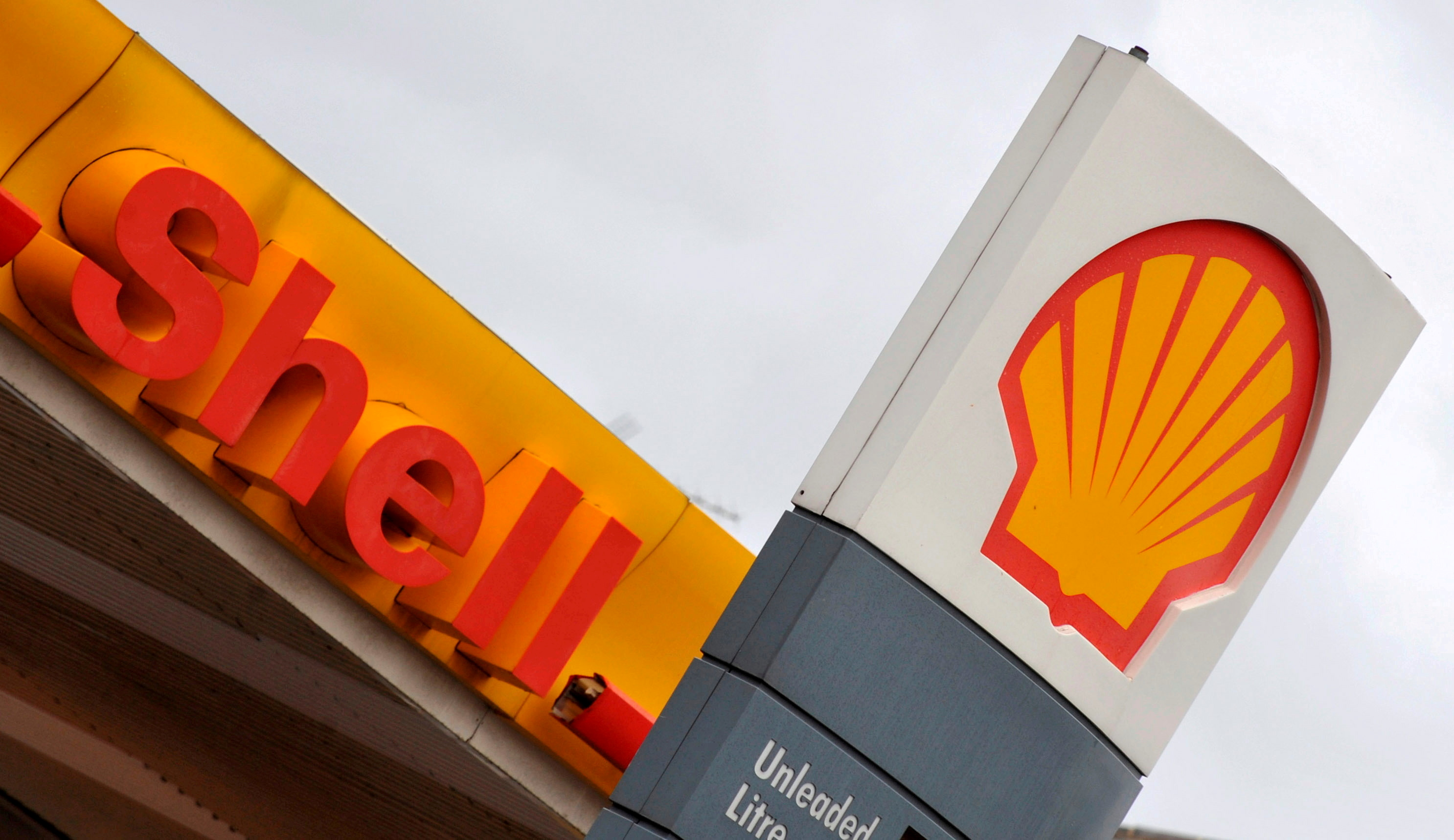 The Royal Dutch Shell logo is seen at a Shell petrol station in London, January 31, 2008. REUTERS/Toby Melville