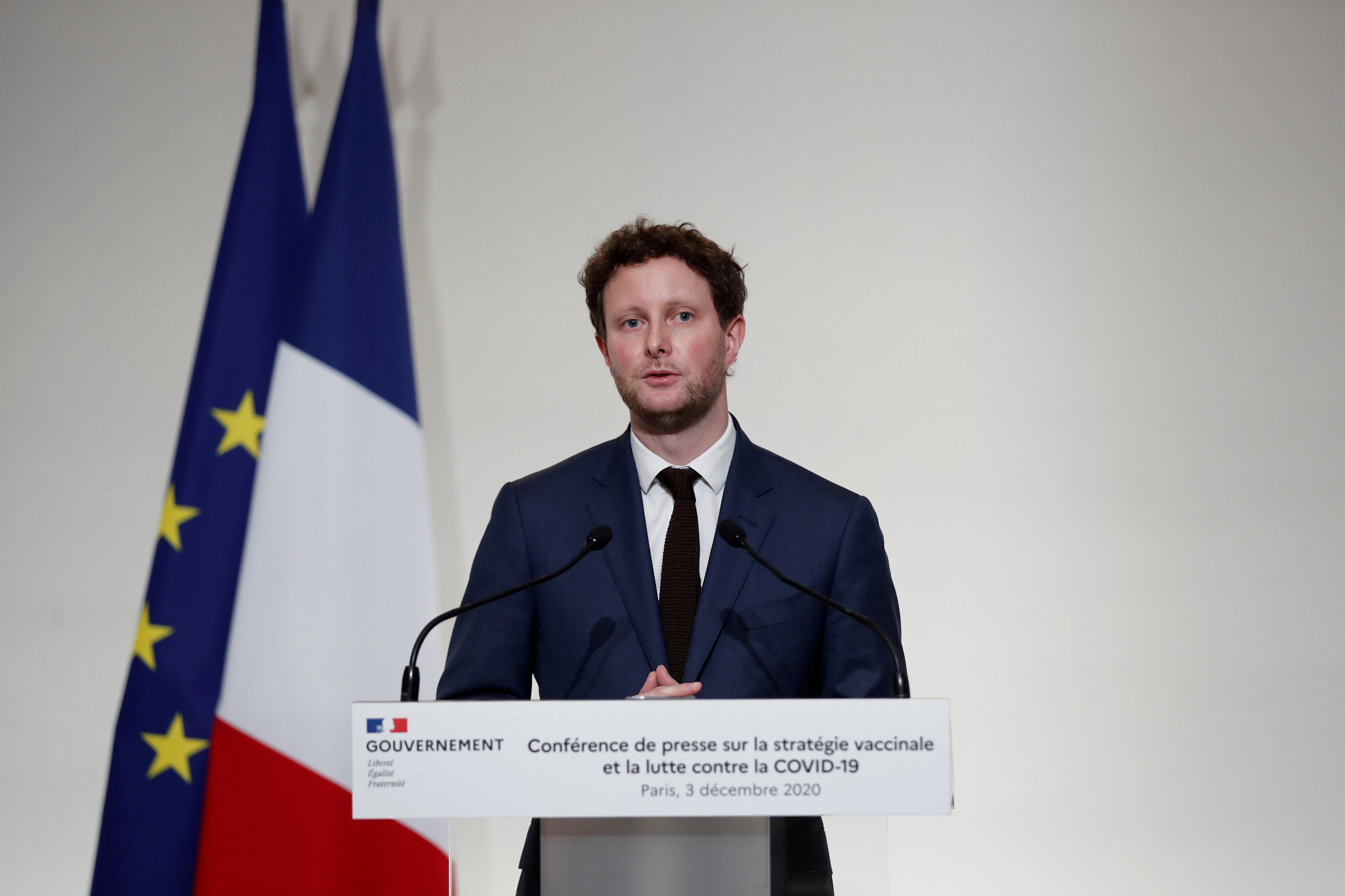 Եվրոպական գործերով Ֆրանսիայի կրտսեր նախարար Կլեմենտ Բոնը մամուլի ասուլիսի ժամանակ նախանշեց Փարիզում COVID-19 ապագա պատվաստանյութեր տեղակայելու Ֆրանսիայի ռազմավարությունը, քանի որ Ֆրանսիայում կորոնավիրուսի հիվանդության բռնկումը շարունակվում է, 3 դեկտեմբերի, 2020 թ.: REUTERS / Benoit Tessier / Pool