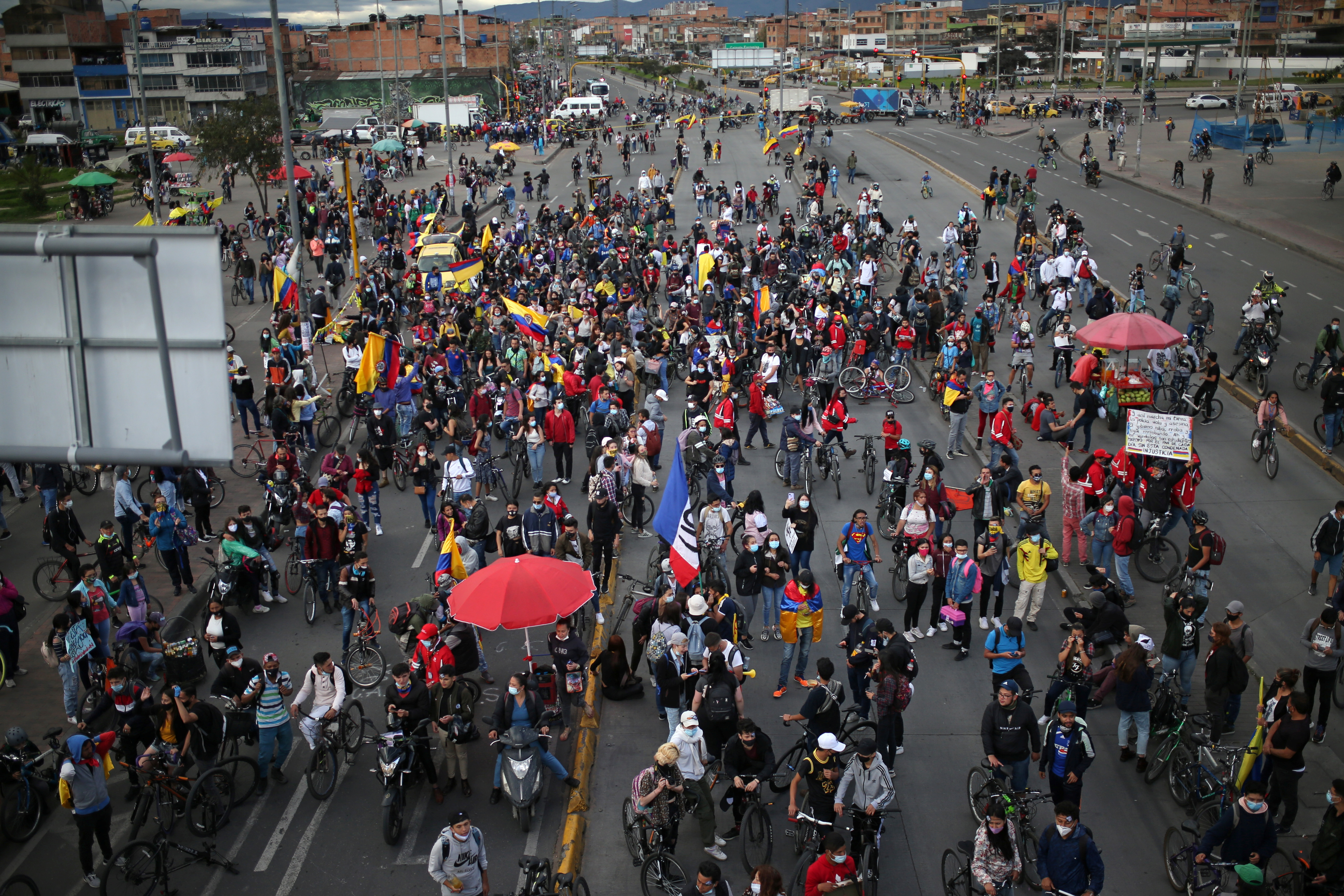Demonstrators take part in a protest demanding government action to tackle poverty, police violence and inequalities in the healthcare and education systems, in Bogota, Colombia May 26, 2021. REUTERS/Luisa Gonzalez