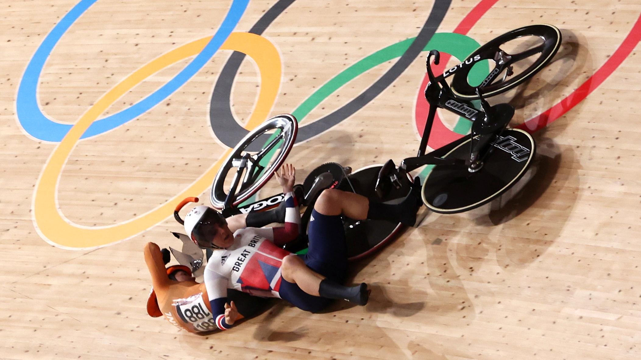 Tokyo 2020 Olympics - Cycling - Track - Women's Keirin - Quarterfinal - Izu Velodrome, Shizuoka, Japan - August 5, 2021.  Laurine van Riessen of the Netherlands and Katy Marchant of Britain crash. REUTERS/Christian Hartmann